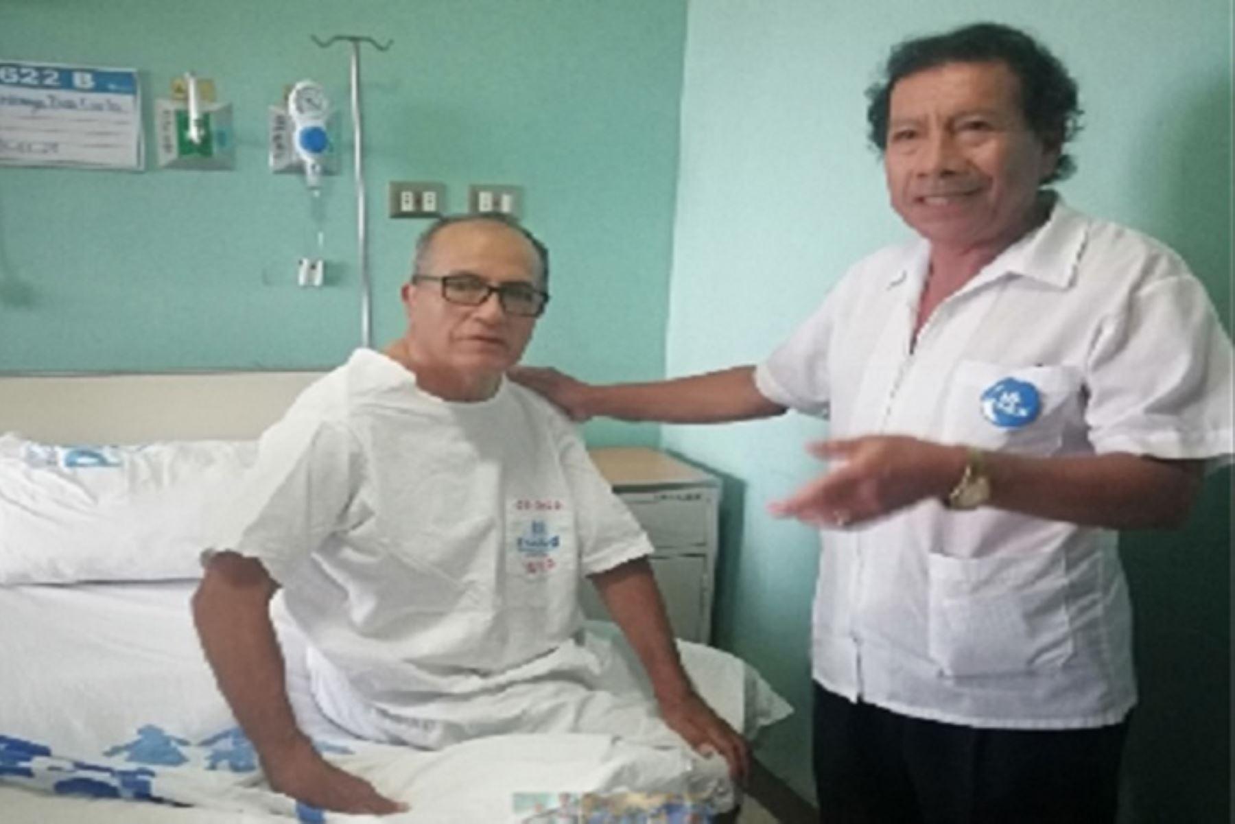 La exitosa operación se le practicó al exfutbolista Carlos Urrunaga Díaz, a quien se le detectó un carcinoma en el riñón derecho, el cual complicó su salud e impedía que pueda realizar una vida normal.