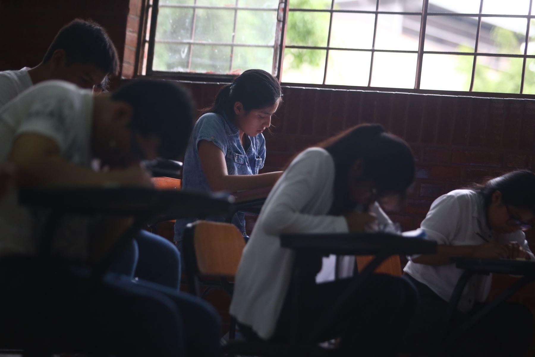 Postulantes rinden el examen de admisión de la Universidad Nacional de Ingeniería (UNI) con el objetivo de alcanzar una vacante que les permita iniciar su carrera universitaria. Foto: ANDINA / Jhonel Rodríguez Robles