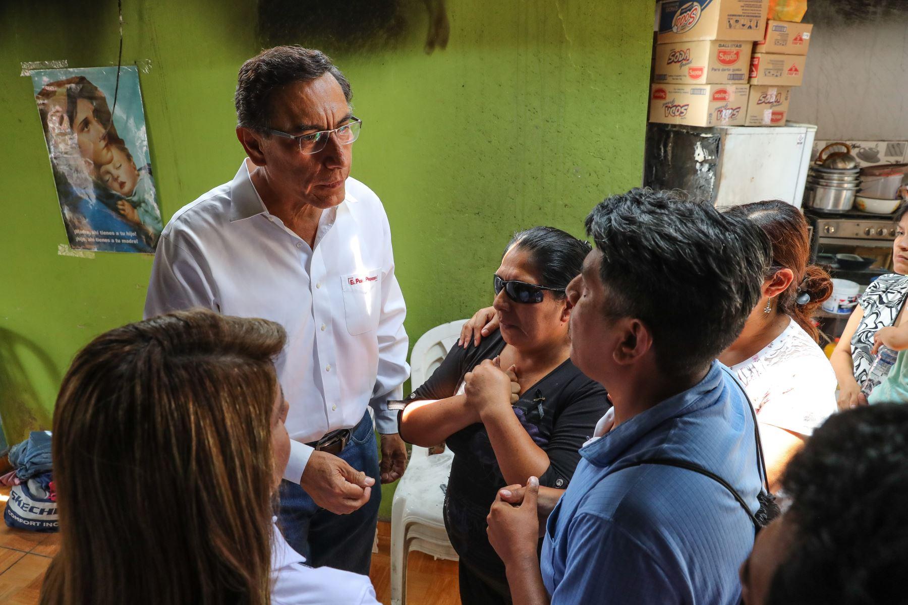El presidente  Martin Vizcarra supervisó las acciones multisectoriales que realiza el Ejecutivo en la zona afectada por la deflagración en Villa El Salvador. Foto:ANDINA/Presidencia