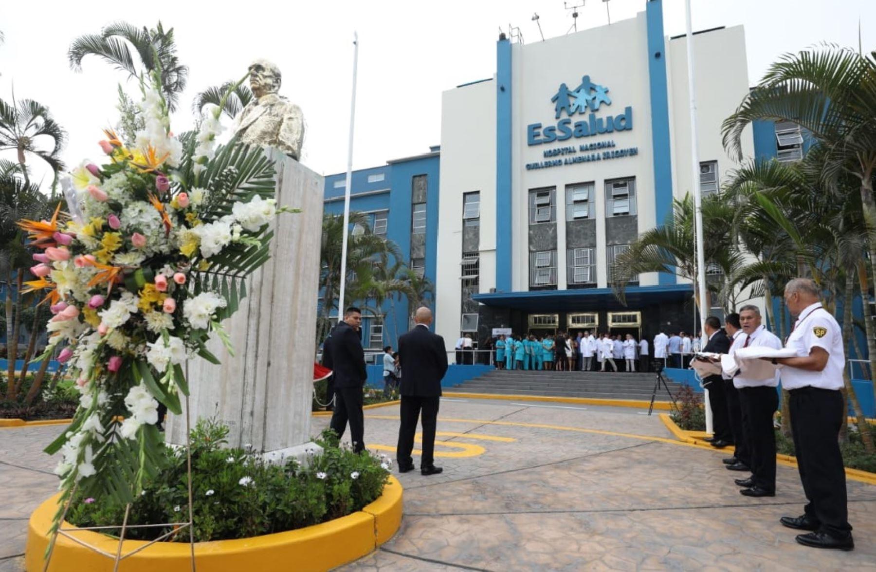 El hospital Guillermo Almenara, el primer nosocomio de la Seguridad Social, celebró su 79 aniversario de creación.