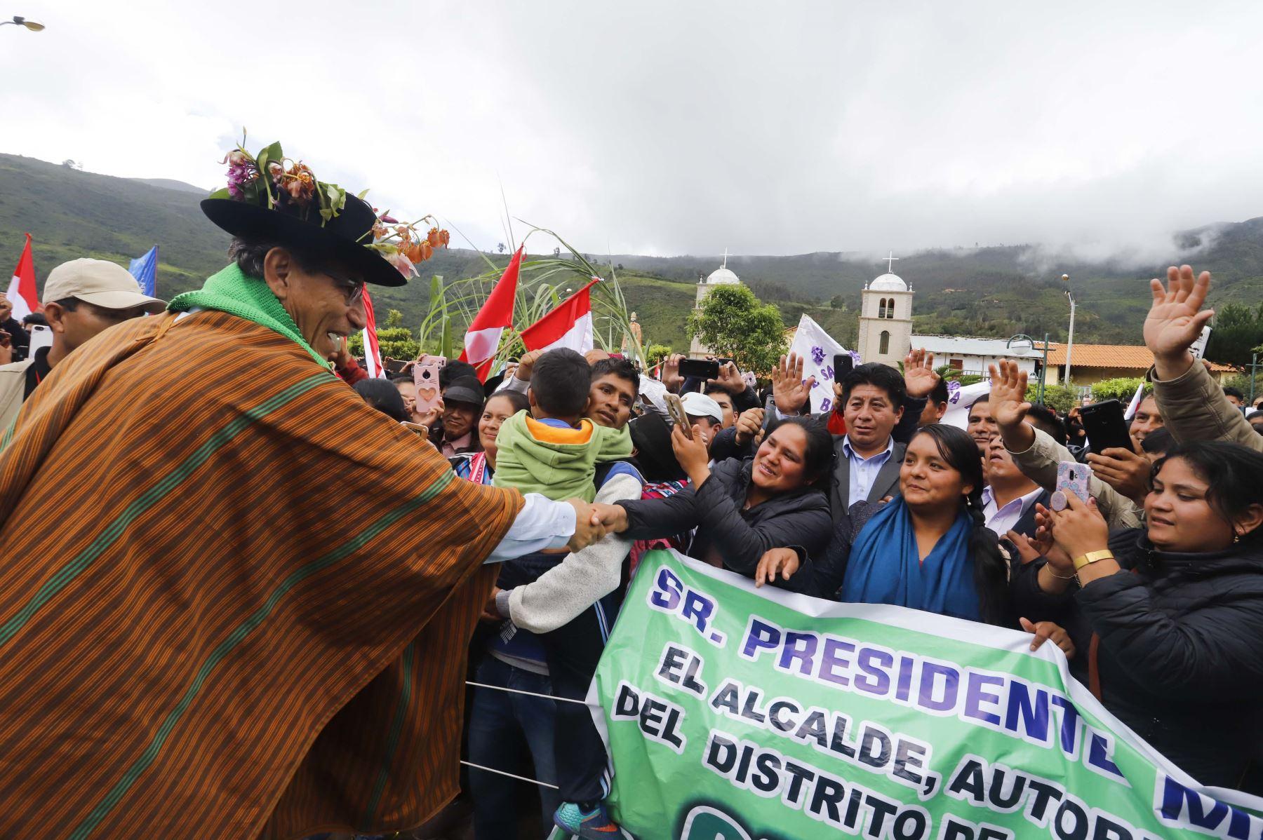 El presidente Martín Vizcarra realizó una supervisión de la obra de mejoramiento de la carretera Salcahuasi (Huancavelica), vía que permitirá unir a tres distritos de esta parte del país que se encuentran actualmente aislados y no tenían una conexión adecuada.Foto.ANDINA/ Prensa Presidencia