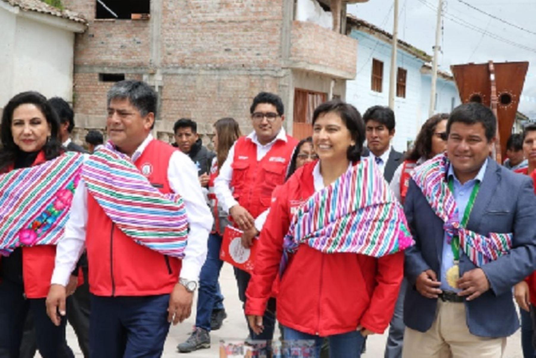 La ministra de Trabajo y Promoción del Empleo, Sylvia Cáceres, visitó la región surandina de Ayacucho.