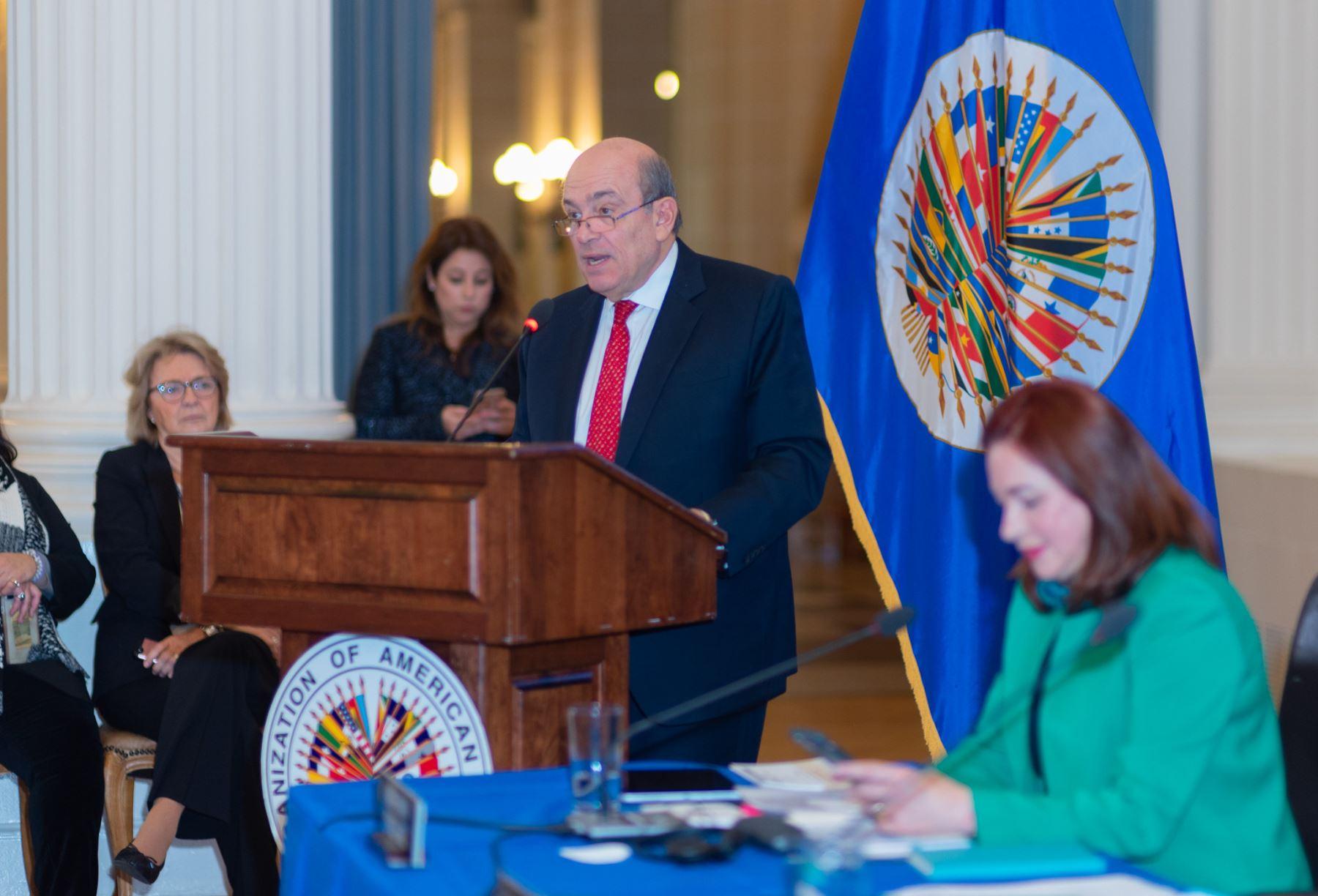 Embajador Hugo de Zela presenta sus propuestas a la secretaría general de la OEA.