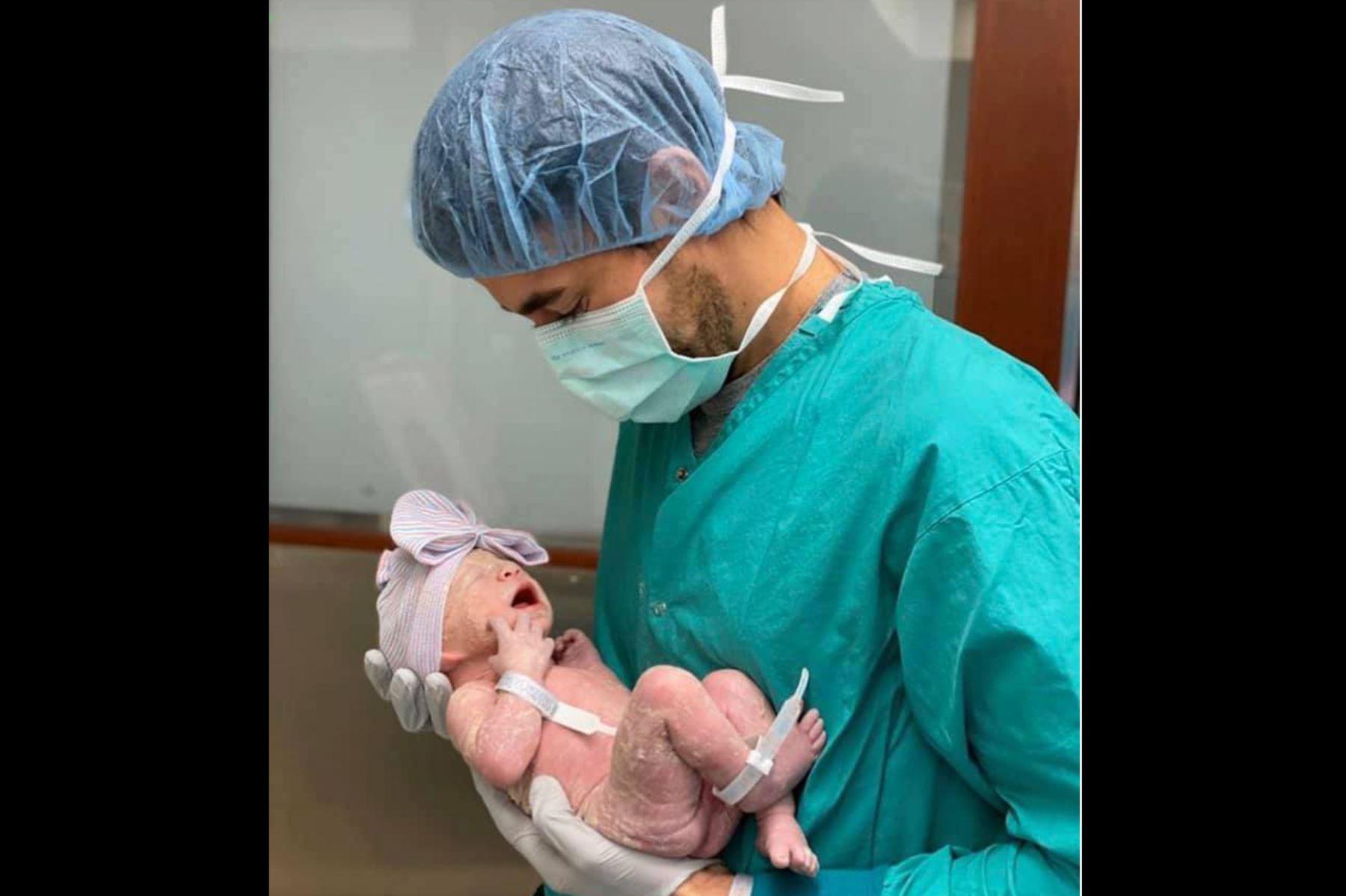 Enrique Iglesias y su tercer bebé. ANDINA/Difusión