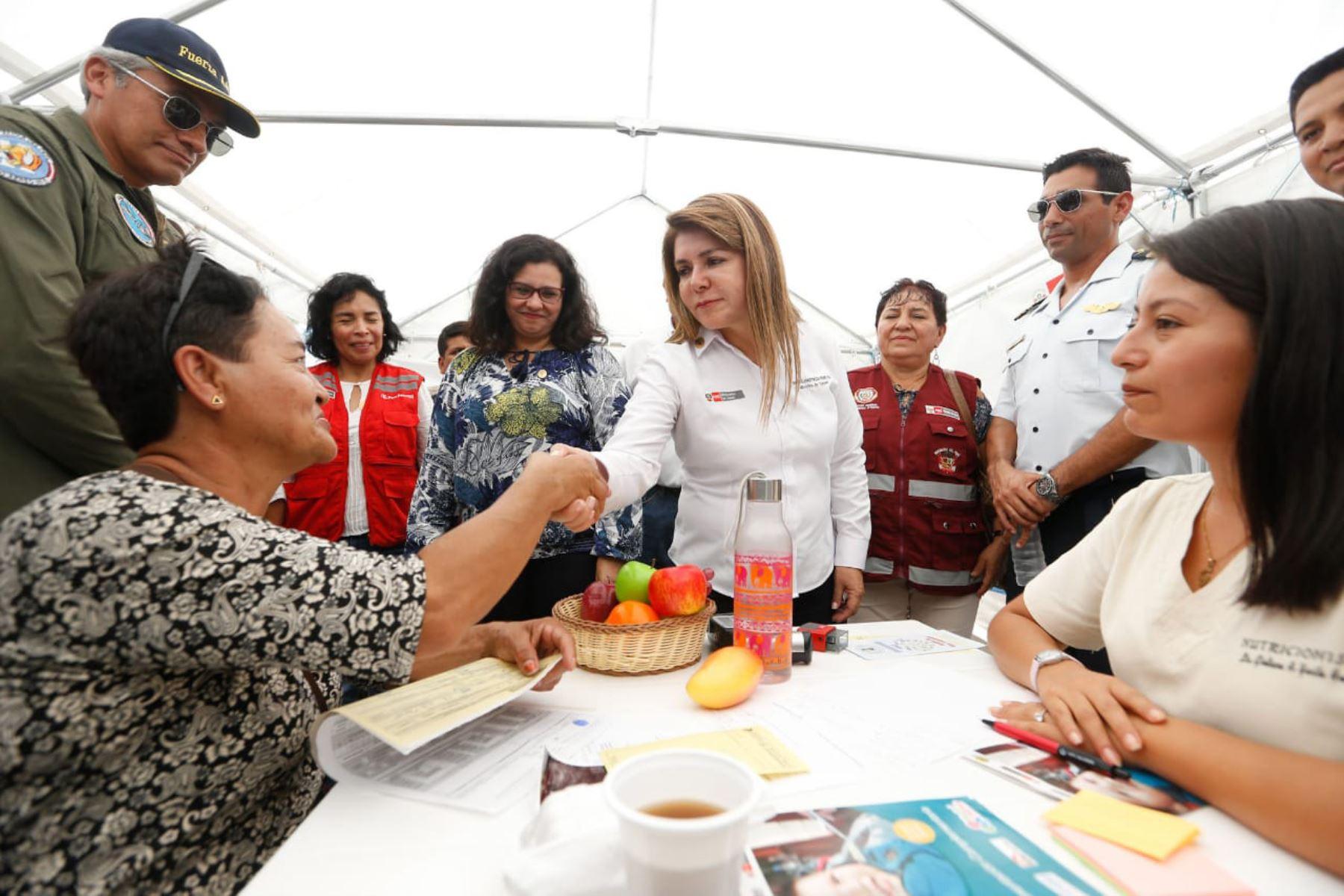 Ministros de los sectores salud, Mujer y Agricultura participaron de la acción cívica en Suyo- Piura  que benefició a más de 1,000 niños y adolescentes. Foto: Difusión Minsa