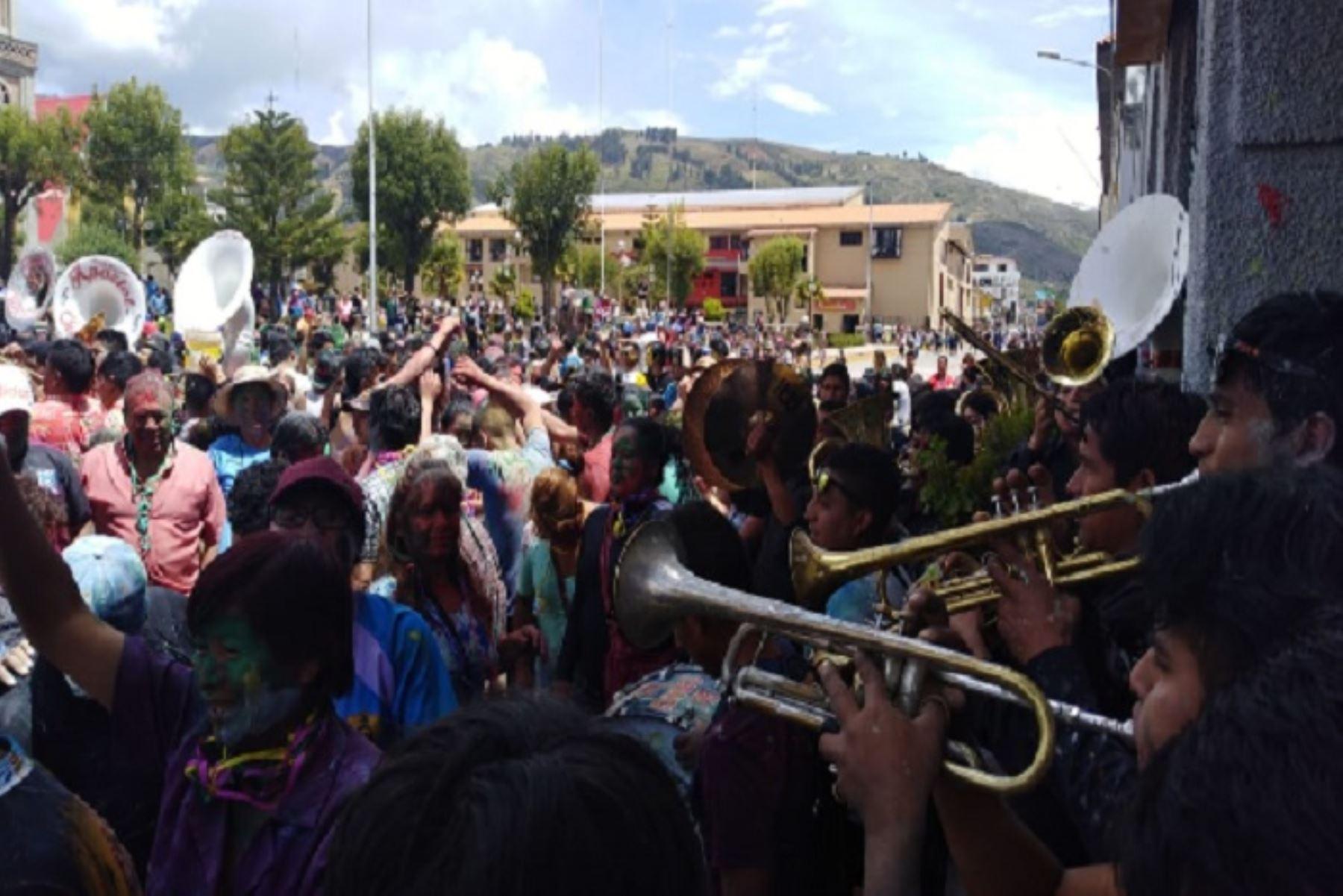 """El Carnaval Huaracino tiene como lema este año """"Vívelo como es""""."""
