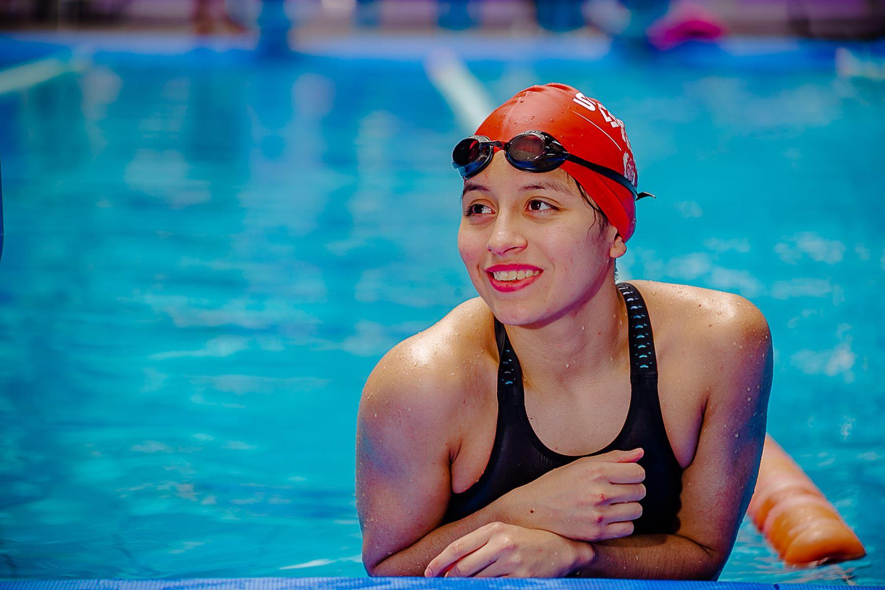 Fernanda León es la nueva estrella de la natación peruana