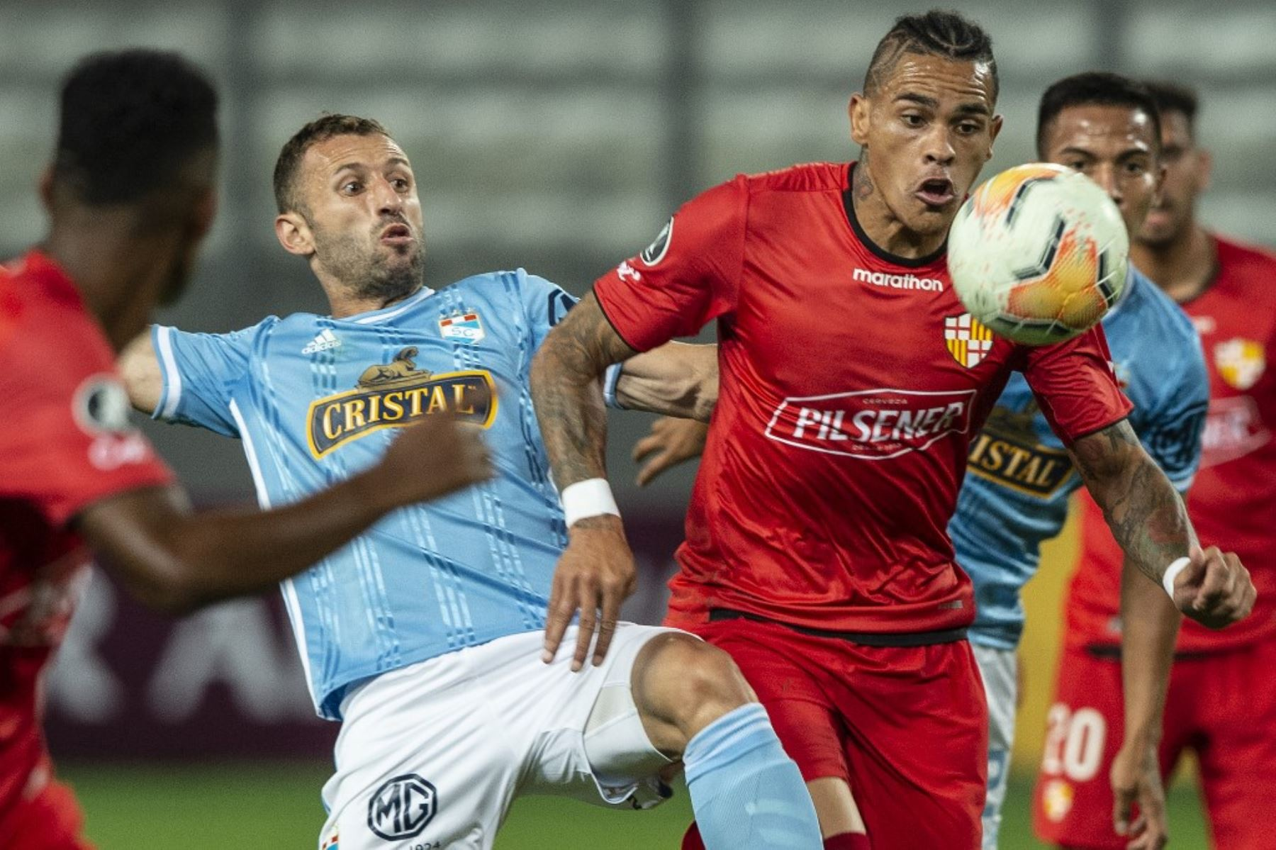 Cristal ganó 2-1 al Barcelona, pero quedó eliminado de la Copa Libertadores