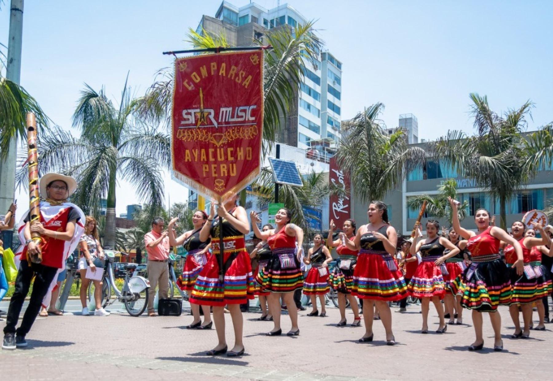 """Anuncian en Lima el """"Vive Carnaval Ayacuchano 2020""""."""
