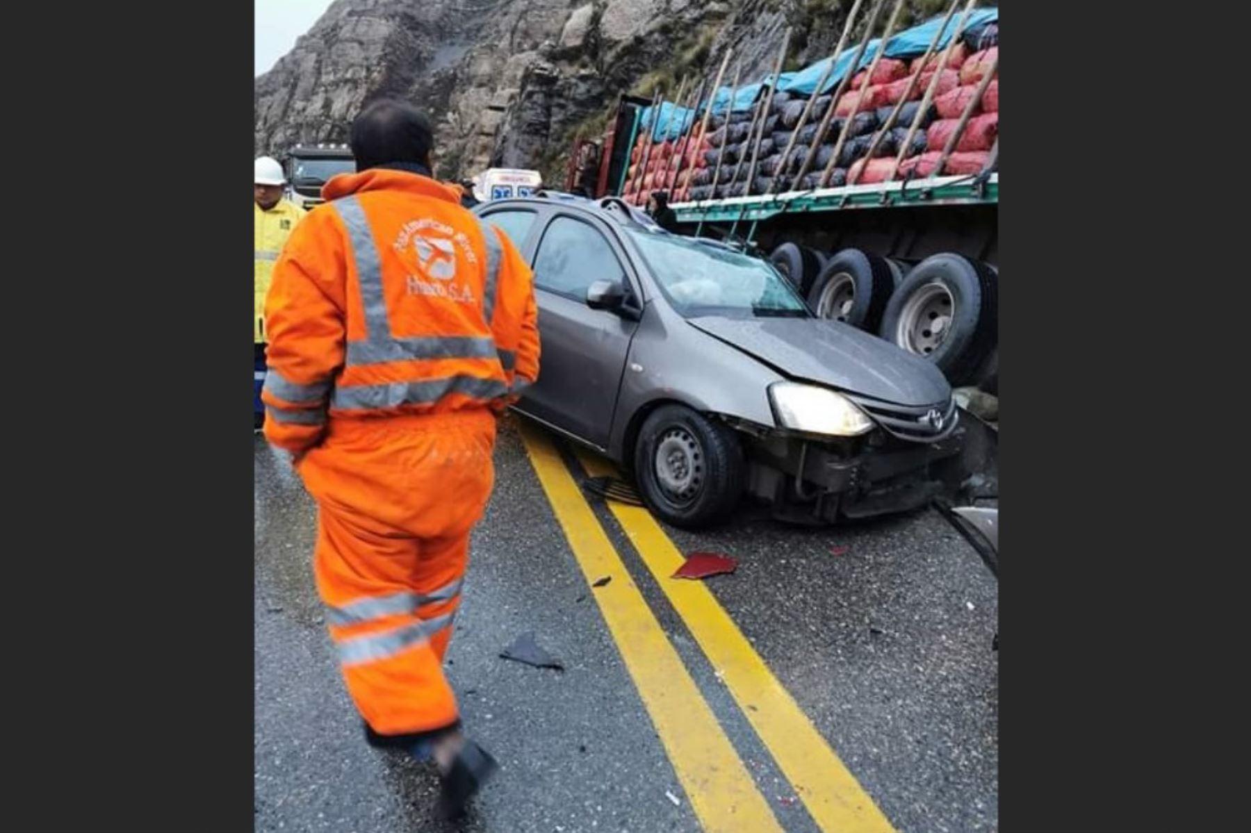 Tres personas mueren y otras tres resultan heridas en accidente de tránsito registrado en la carretera Central, a la altura del distrito de Morococha, provincia de Yauli-La Oroya. Foto: Pedro Tinoco