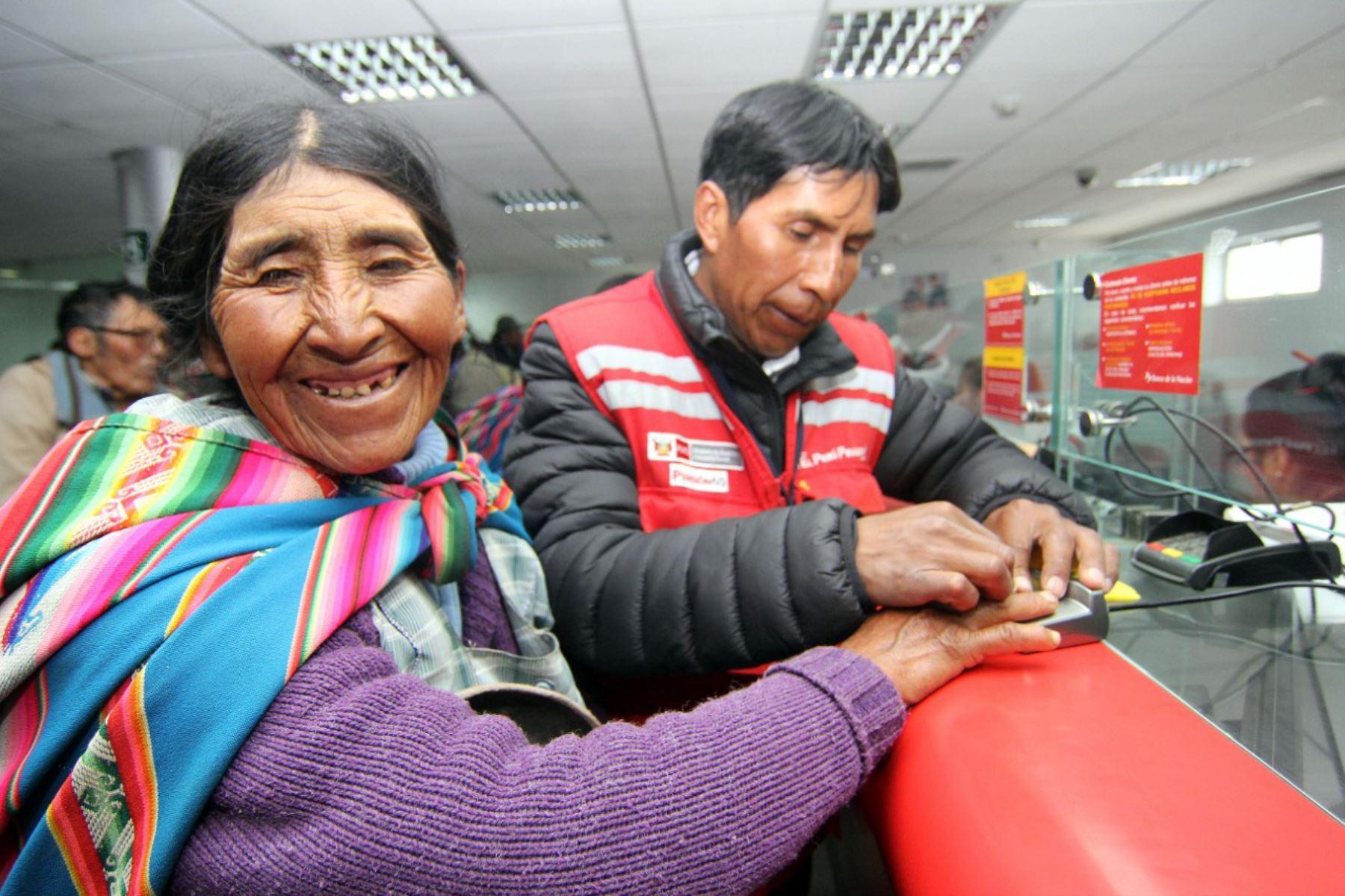 Más de 33,000 usuarios del Programa Nacional de Asistencia Solidaria Pensión 65 cobrarán este domingo 16 en oficinas del Banco de la Nación. .