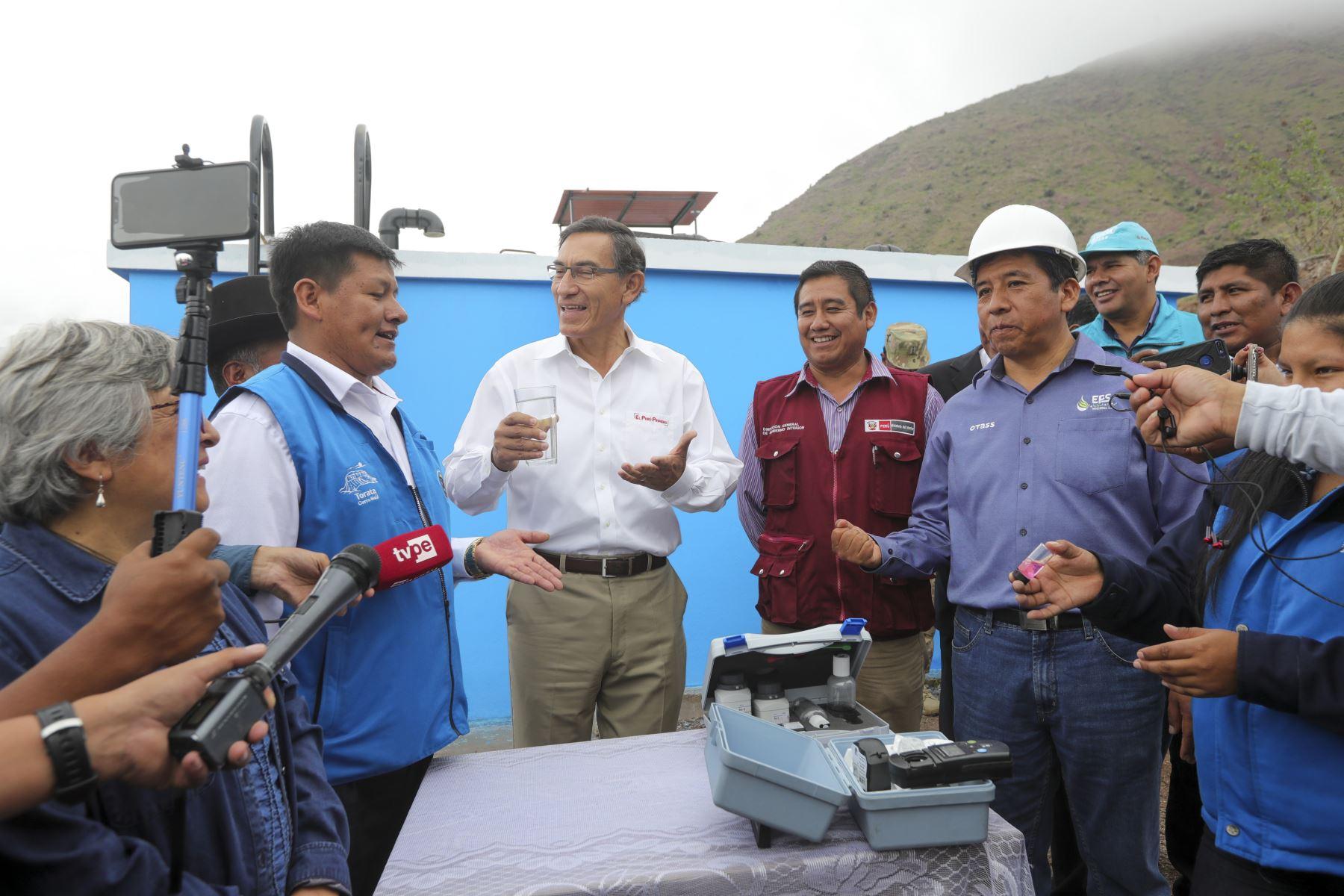 Jefe de Estado Supervisa el funcionamiento de la planta de tratamiento de agua potable portátil de Yacango. Foto: ANDINA/Prensa Presidencia