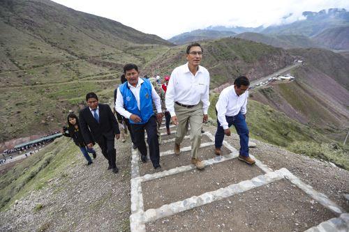 Presidente Vizcarra visita sitio arqueológico Cerro Baúl