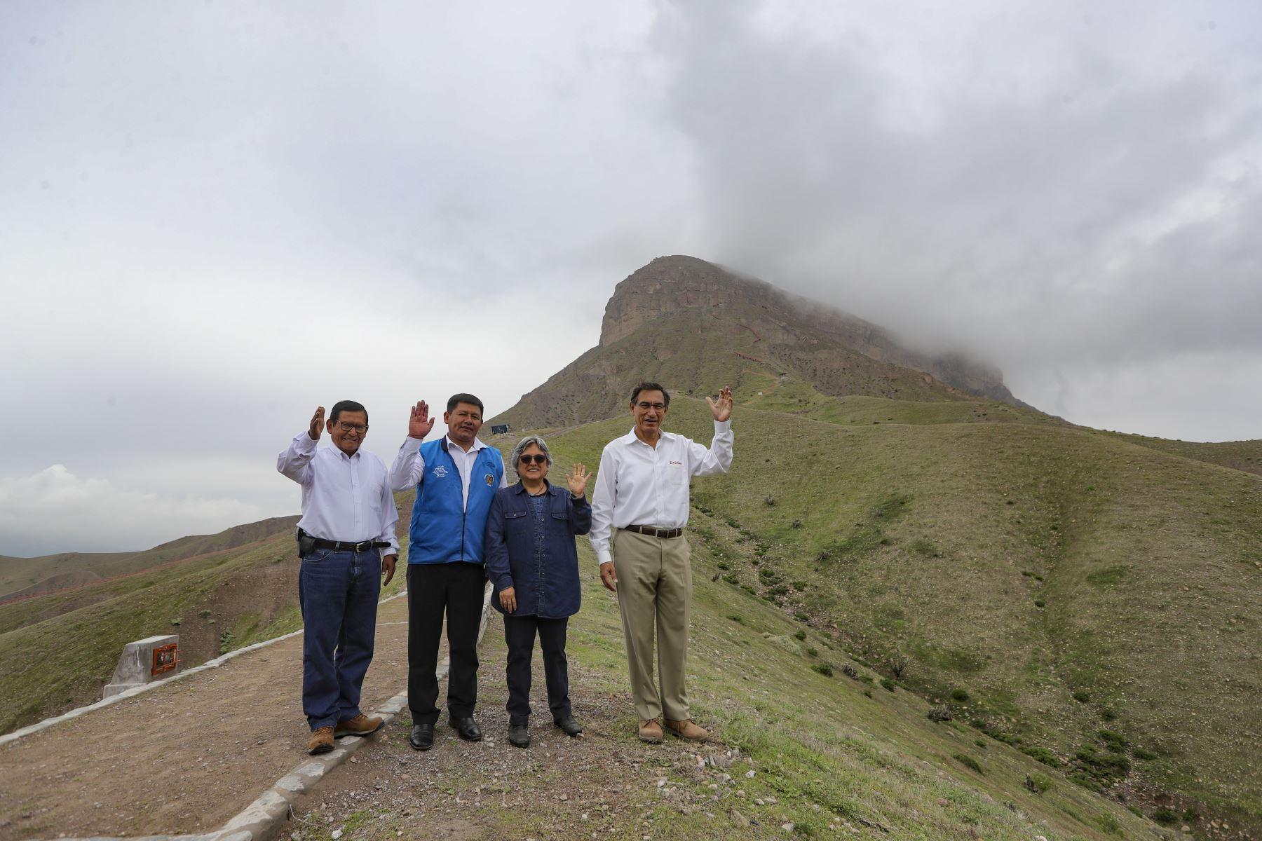 Jefe de Estado Supervisa las obras de puesta en valor de sitio arqueológico Cerro Baúl. Foto: ANDINA/Prensa Presidencia