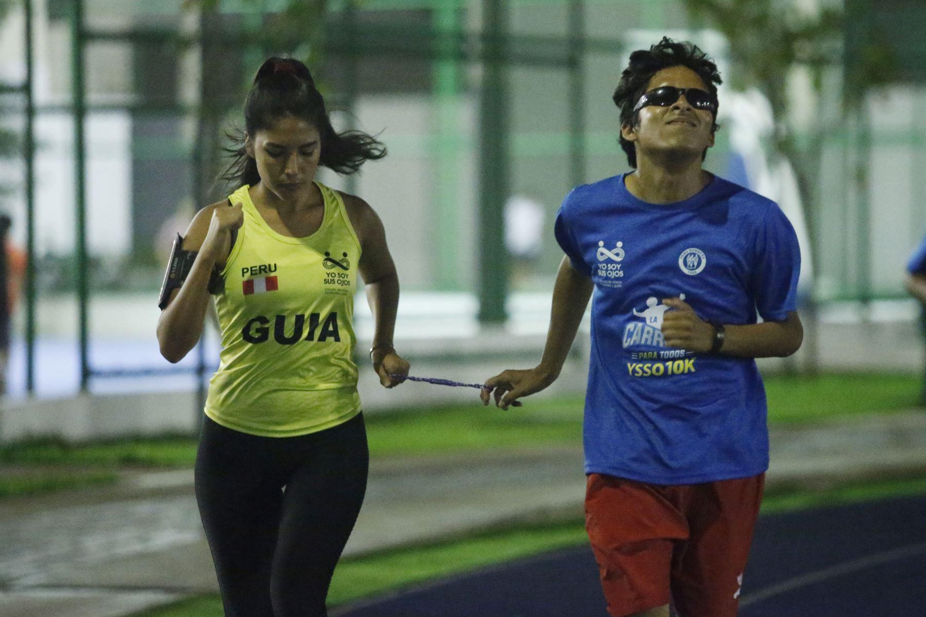 La Escuela yo soy sus ojos, forma a atletas invidentes y guías desde el 2015. ANDINA/Eddy Ramos