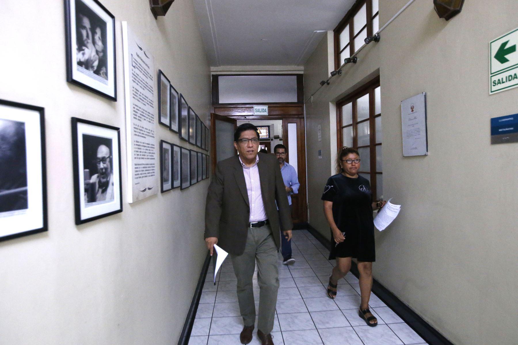 Presidente del Consejo de Ministros, Vicente Zeballos brinda entrevista en las instalaciones de Radio Nacional.  Foto: ANDINA/Eddy Ramos