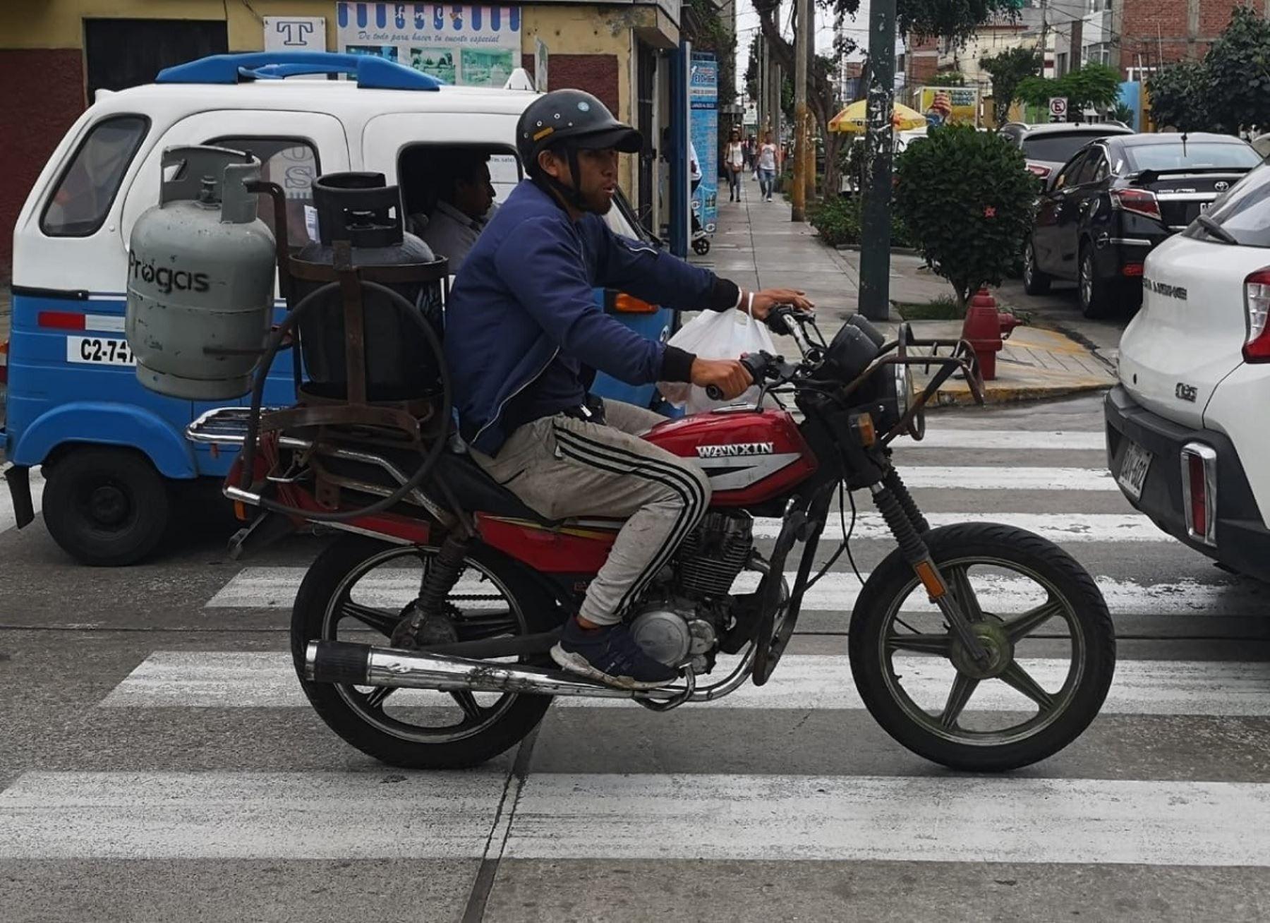 Por razones de estricta seguridad la Municipalidad de Magdalena del Mar prepara una ordenanza para prohibir el transporte y distribución de gas y combustibles en todo tipo en vehículos menores por las avenidas y calles de su distrito.