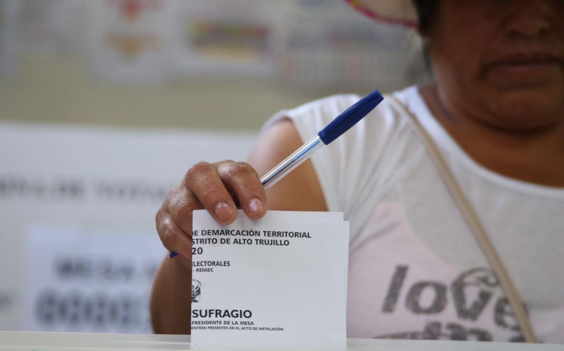 El JNE viene fiscalizando el normal desarrollo del proceso electoral de consulta vecinal, en los distritos de El Porvenir y Florencia de Mora, región LaLibertad, donde se decidirá la propuesta de creación del distrito de Alto Trujillo. Foto: JNE/Difusión