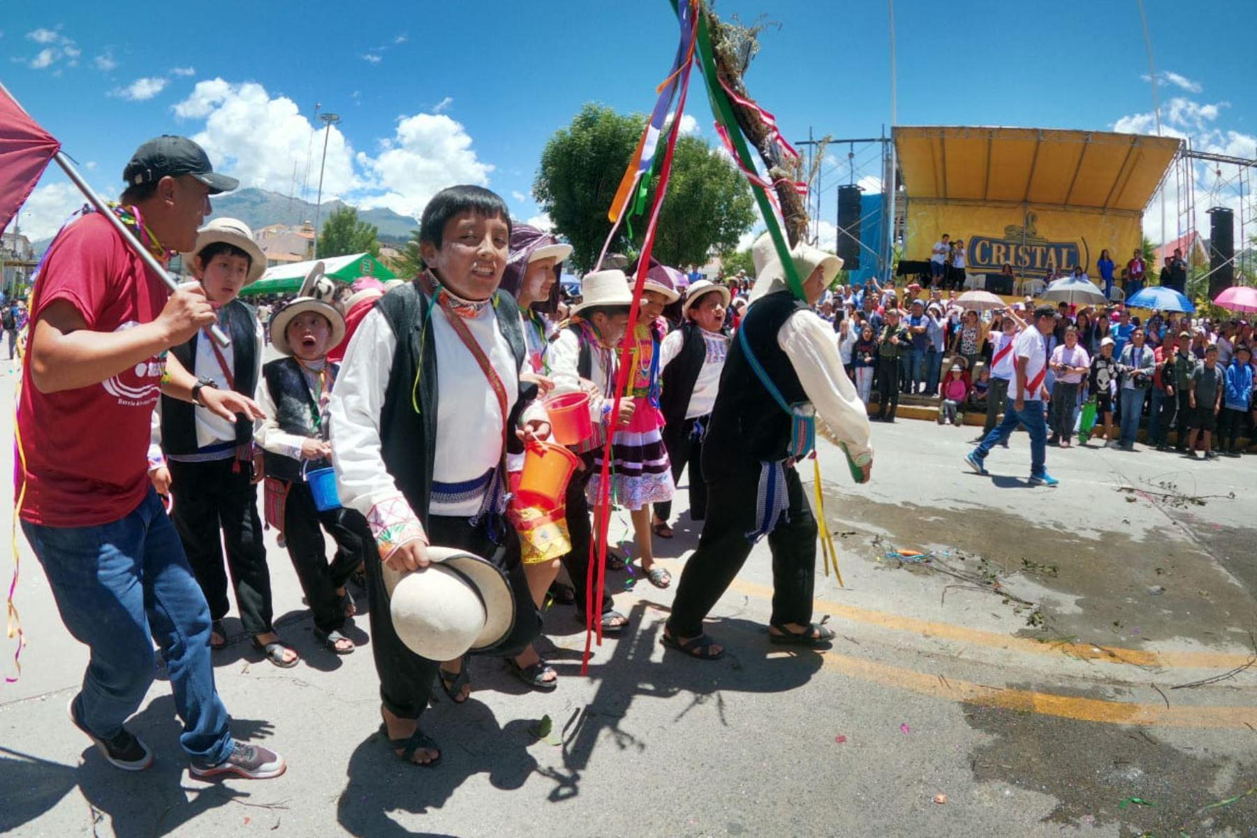 Se inicio el Carnaval Huaracino 2020, con la participación de doce bases barriales, pueblos del Callejón de Huaylas, y Conchucos que danzaron por las  calles de Huaraz, en la región Áncash. Foto: Cortesía Gonzalo Horna