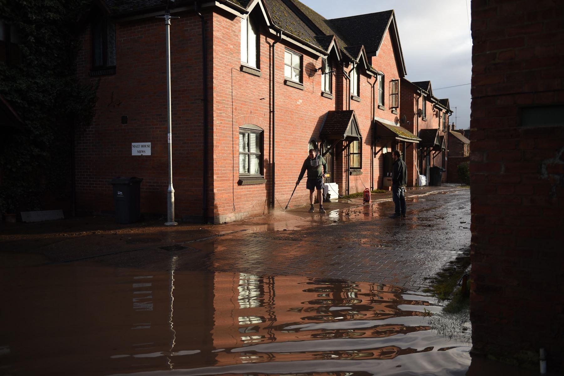 """Hay cientos de alertas por inundaciones todavía activas, en especial en el sur de Gales, cinco de ellas con categoría """"grave"""" en el oeste de Inglaterra. Foto: AFP"""