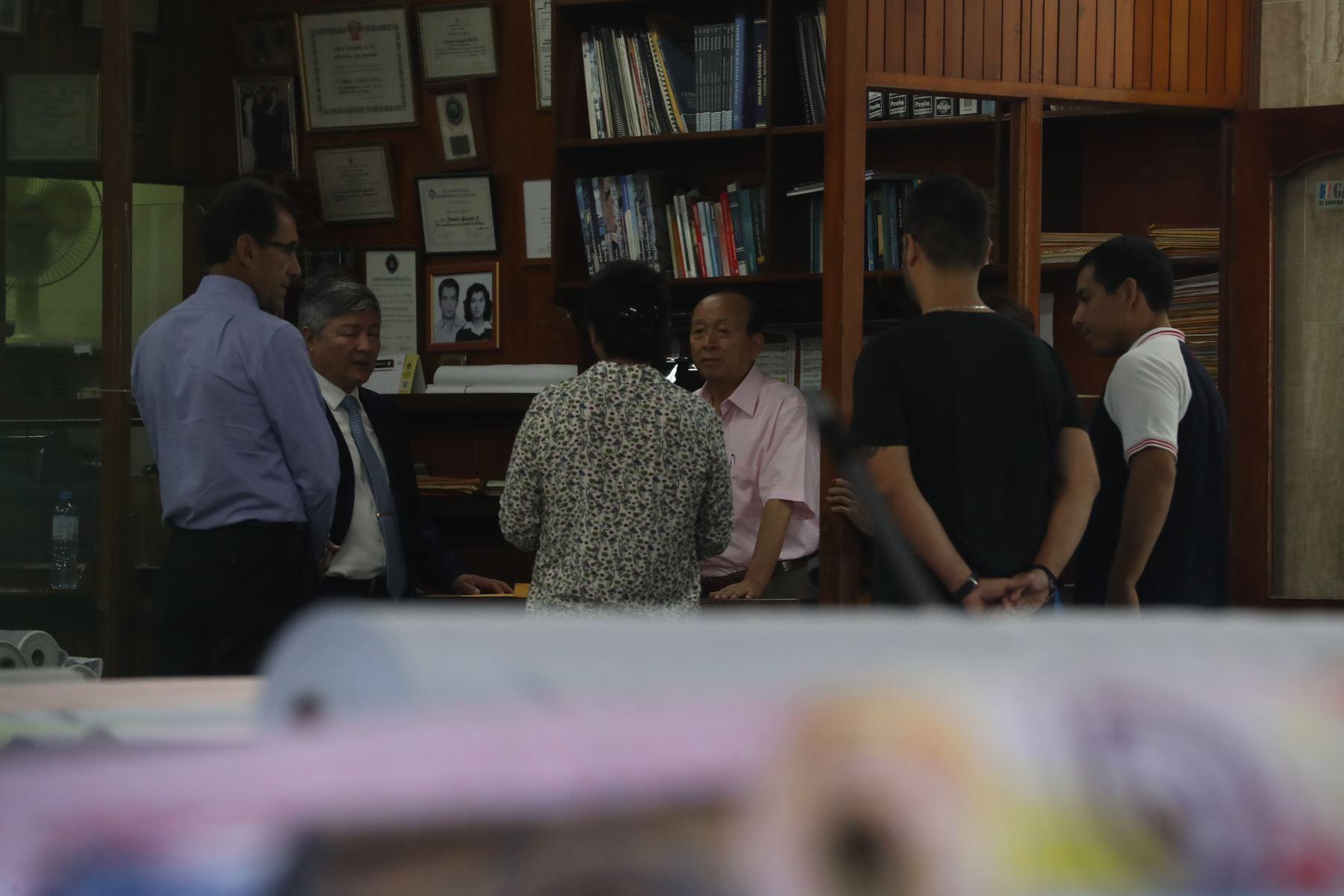 Fiscalía interviene local de hermanos Guizado en Gamarra, implicados en caso los intocables ediles. Nemesio Guizado acompañado de su abogado. Foto: ANDINA/Melina Mejía