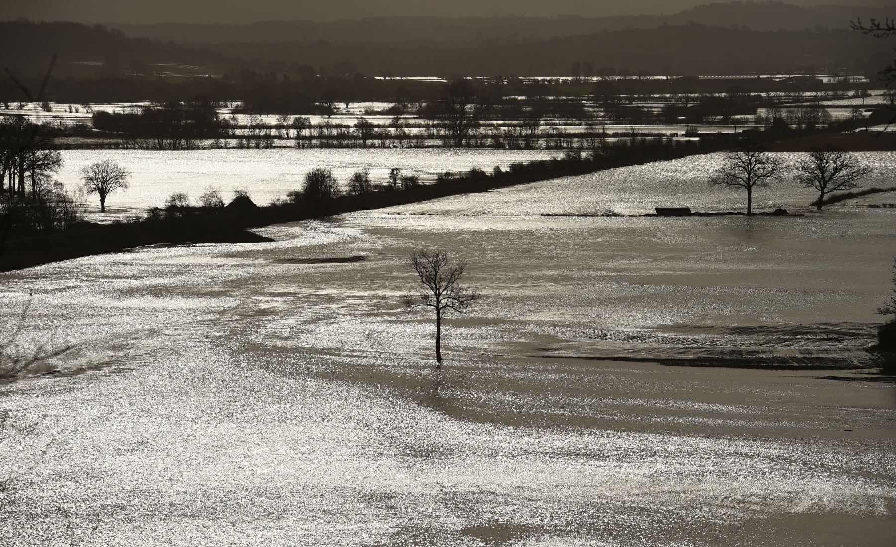 Inundaciones en los campos cerca de Hereford, en el oeste de Inglaterra. Foto: AFP