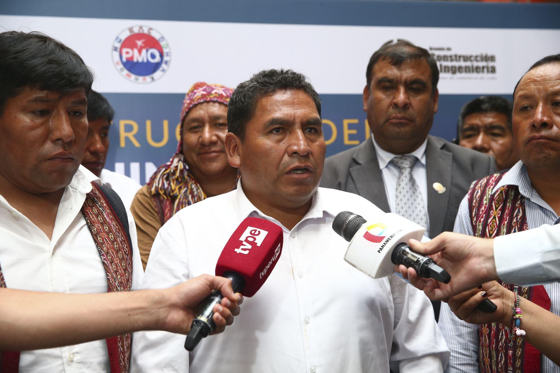Luis Cusicuna Quispe, alcalde distrital de Chinchero, declara a la prensa durante la presentación del proyecto de construcción del Aeropuerto Internacional de Chinchero - Cusco. ANDINA/Jhonel Rodríguez Robles