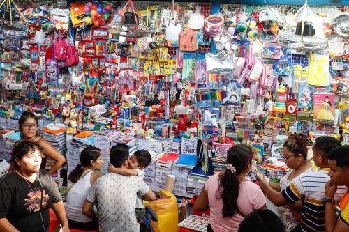 Cercado de Lima: incrementan las ventas de útiles escolares en Mesa Redonda