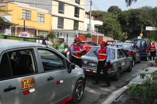 Operativo contra autos colectivos en Lima