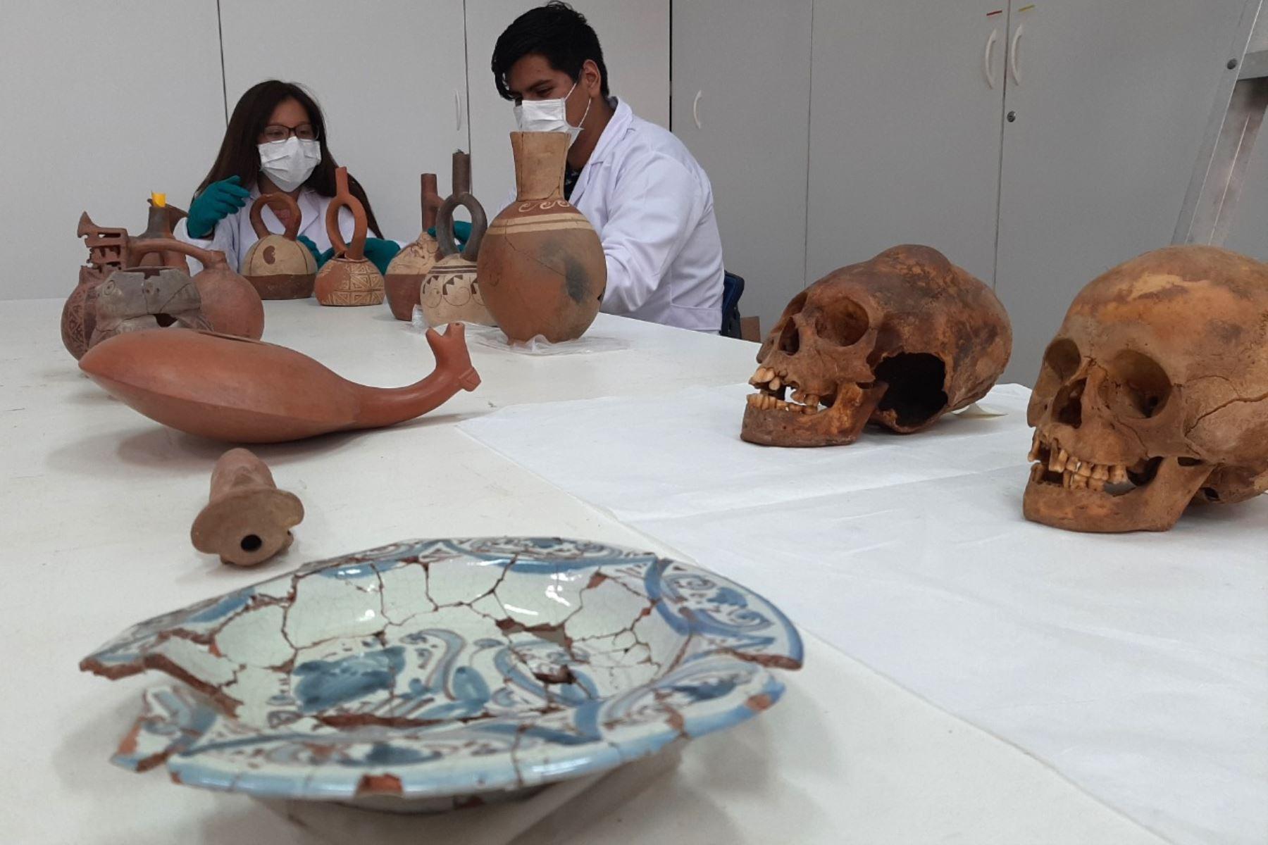 Laboratorio de arqueología de la Universidad Nacional de Trujillo preservará las piezas arqueológicas halladas en el balneario de Huanchaco, en Trujillo. Foto: Luis Puell