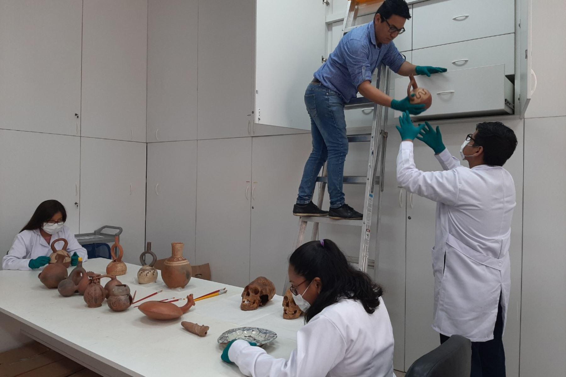 Este fondo, que asciende a 150,000 dólares, ha permitido que el laboratorio básico de arqueología de la Universidad Nacional de Trujillo se convierta en un gran centro de investigación arqueológica, cumpliendo los criterios técnicos de calidad y estándares internacionales. Foto: Luis Puell