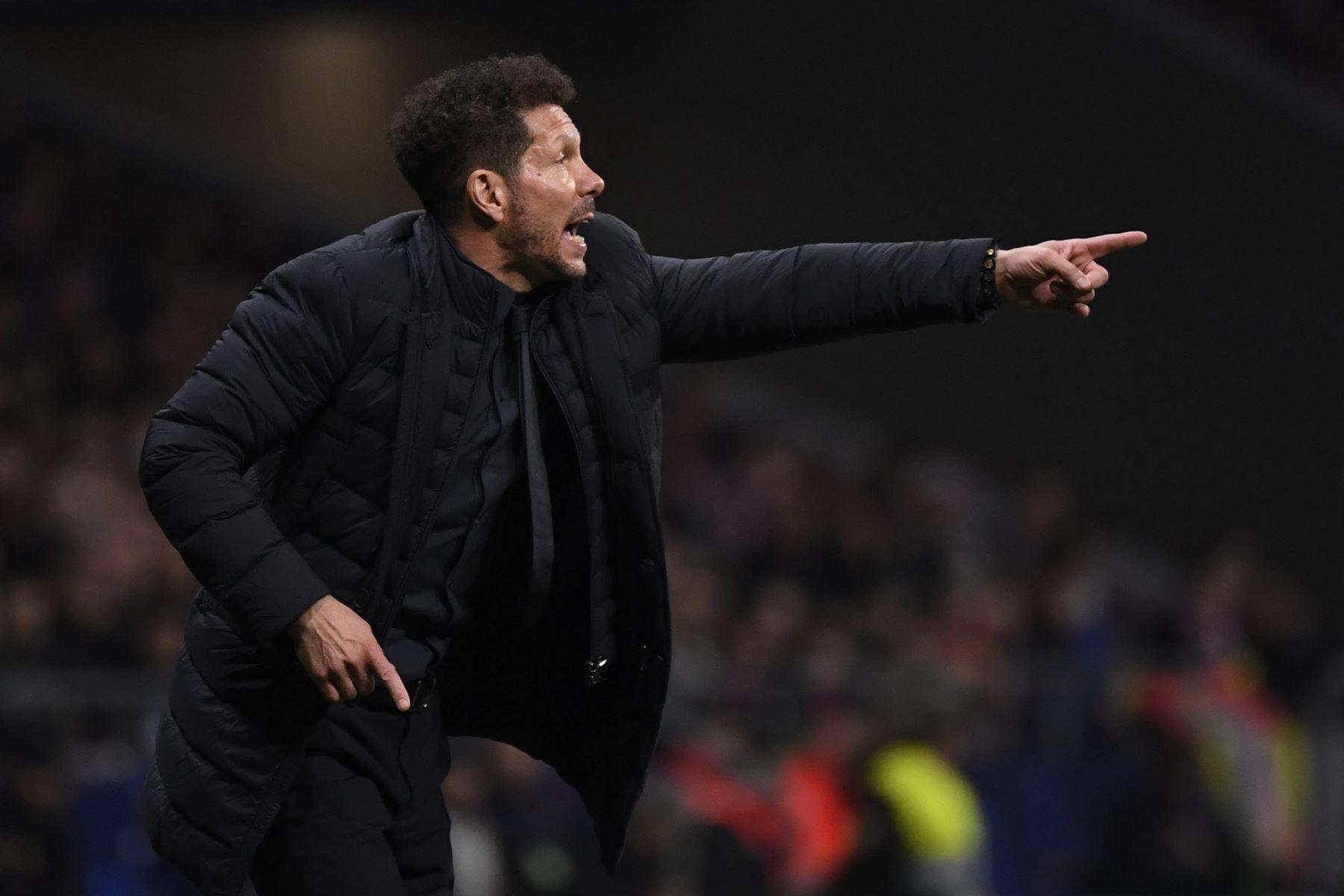 El entrenador argentino del Atletico Madrid, Diego Simeone, se presenta durante la UEFA Champions League, octavos de final.Foto.AFP