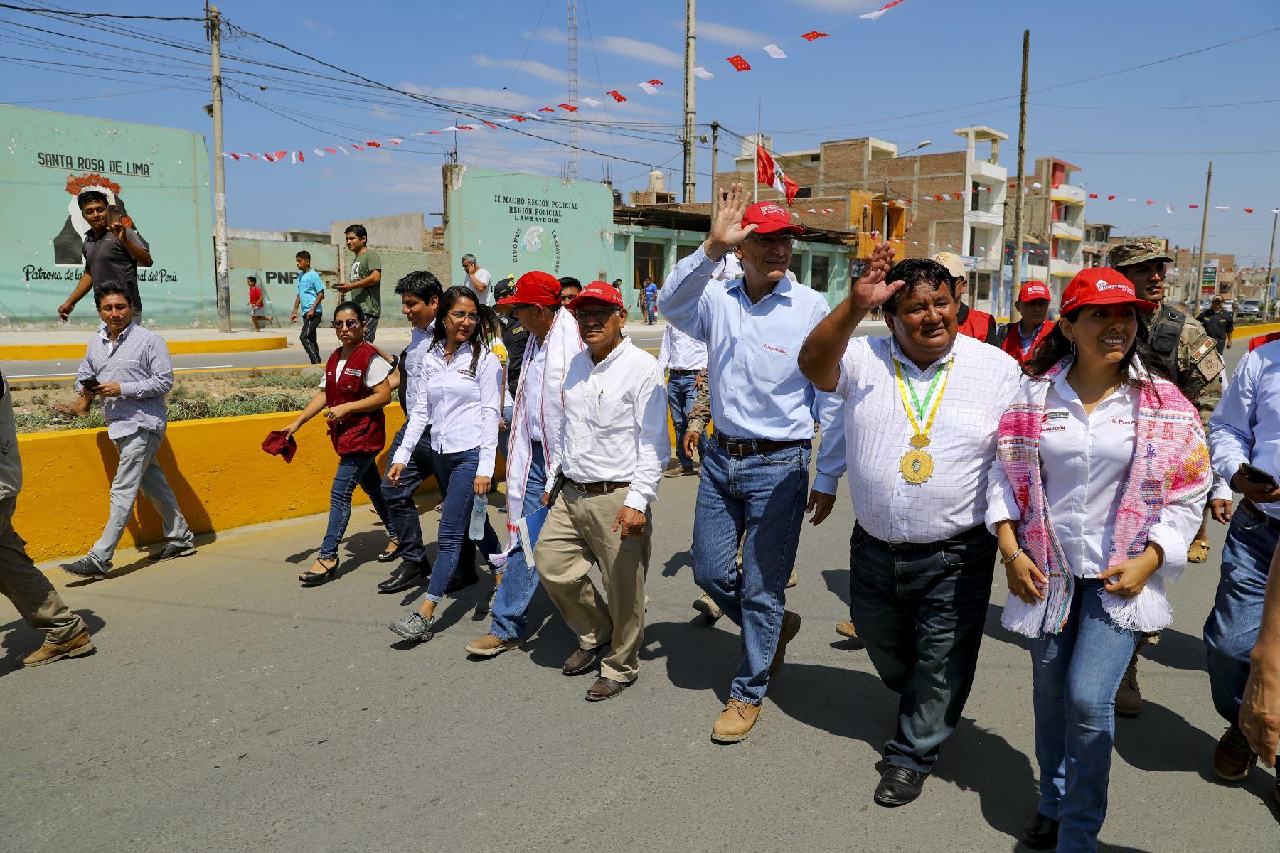 Presidente Martín Vizcarra supervisó la entrega de obras de rehabilitación de las calles del distrito de Santa Rosa de Chiclayo.Foto:ANDINA/ Prensa Presidencia