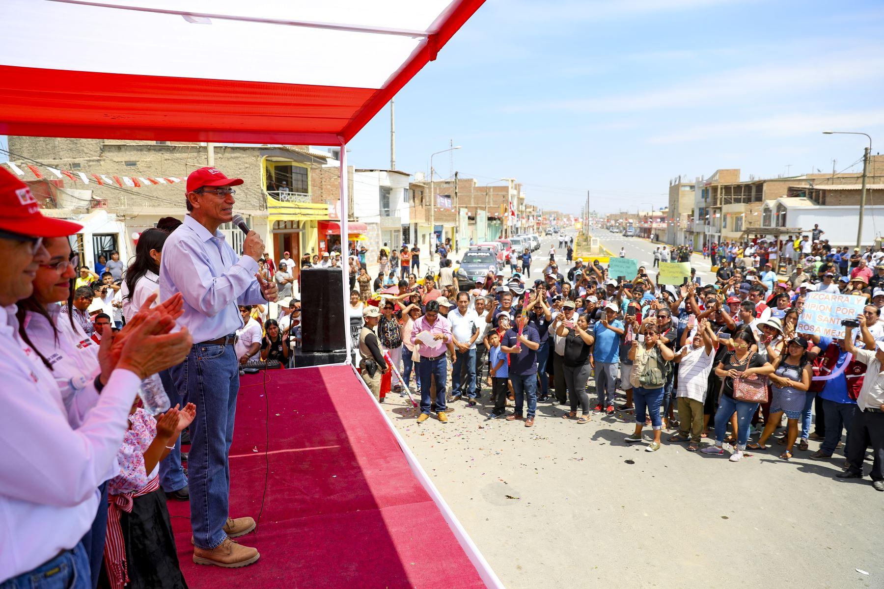 Presidente Martín Vizcarra supervisó la entrega de obras de rehabilitación de las calles del distrito de Santa Rosa de Chiclayo. Foto:ANDINA/ Prensa Presidencia