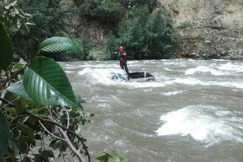 Efectivos de la Policía Nacional del Perú rescataron a dos mujeres que cayeron al río Santa, en la región Áncash.