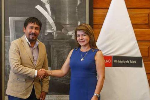 La ministra de Salud, Elizabeth Hinostroza Pereyra, se reunió con los gobernadores regionales de Arequipa y Junín.
