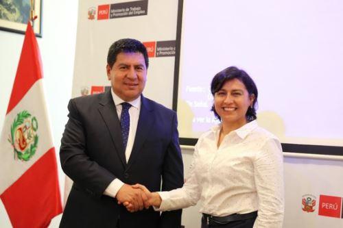 La ministra de Trabajo y Promoción del Empleo, Sylvia Cáceres, se reunió con el gobernador regional de Huancavelica, Maciste Díaz.