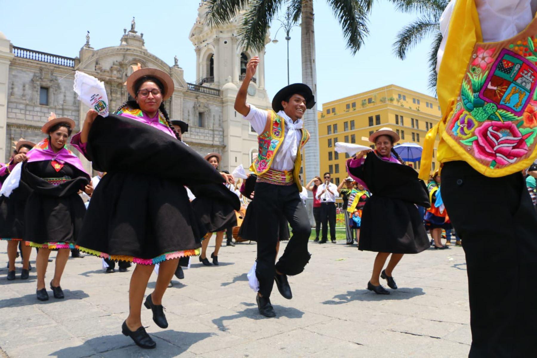 """Huancayo lleva la fiesta a Lima e invita a participar y celebrar de la """"Ruta del Huaylarsh"""". ANDINA/Difusión"""