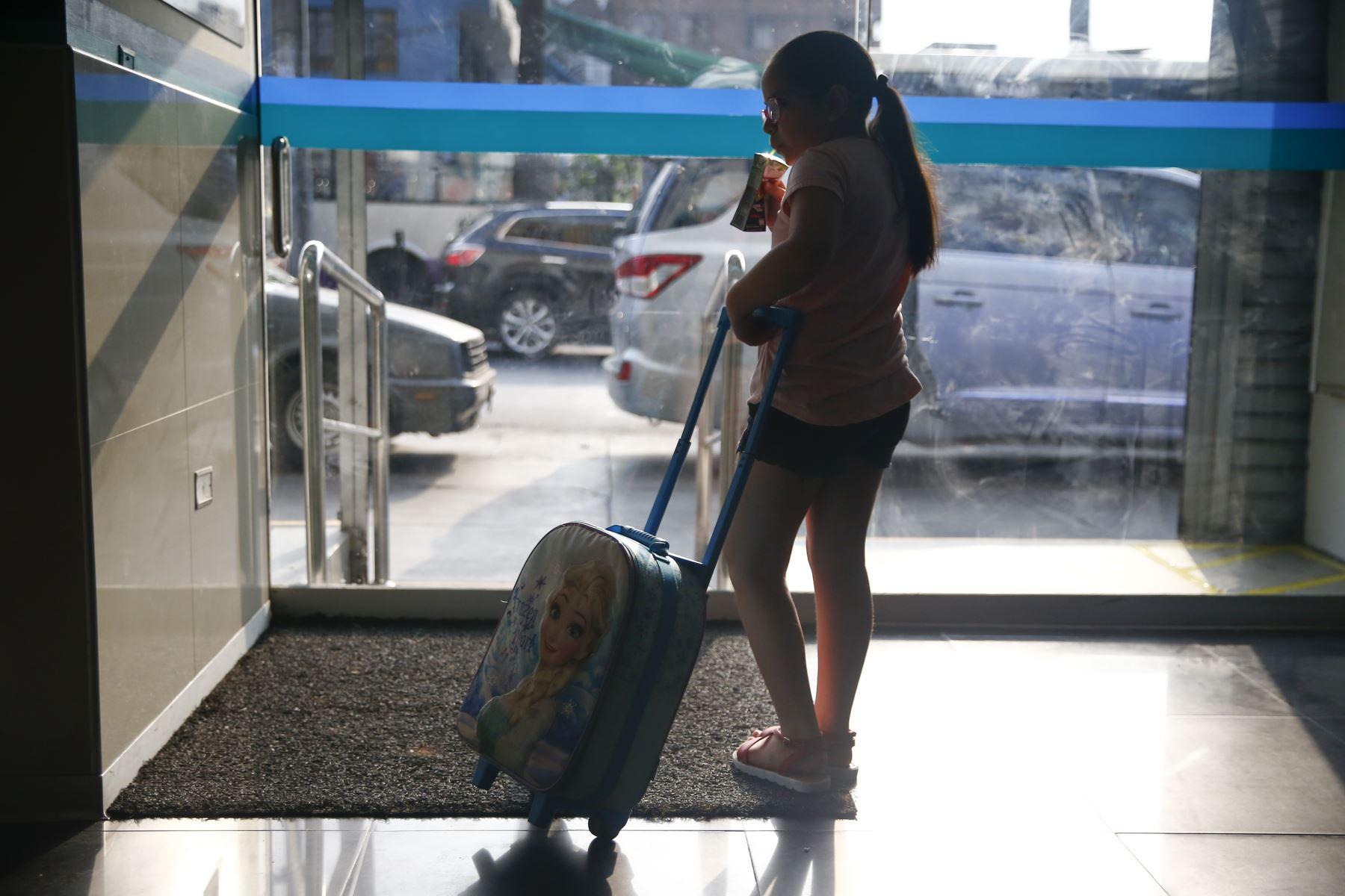 La maleta con ruedas es una buena opción para los estudiantes. Foto: ANDINA/Jhonel Rodríguez Robles