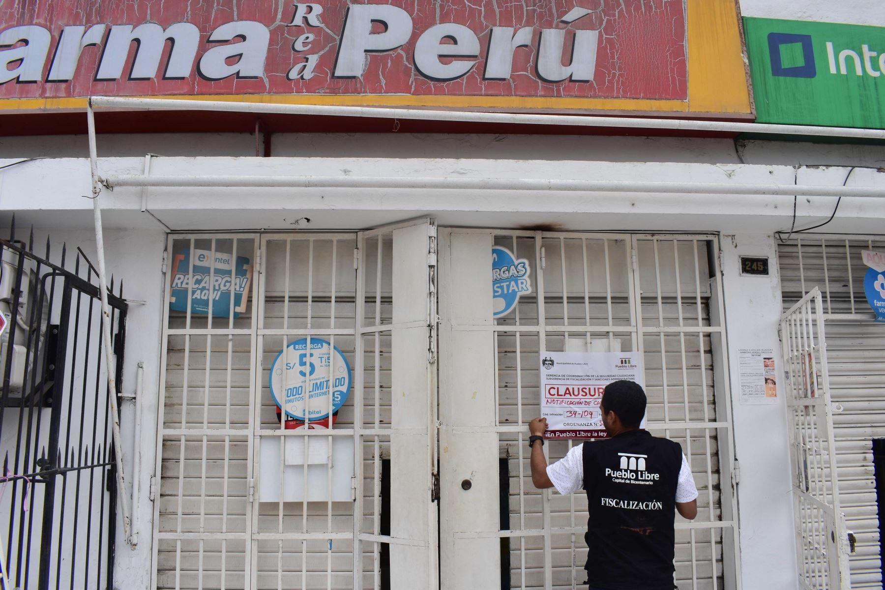 Operativo de clausura de farmacias que incumplen normas en Pueblo Libre. Foto: ANDINA/difusión.