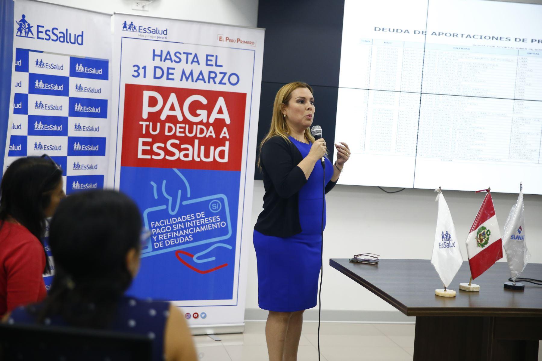 """EsSalud y la Sunat lanzan la campaña """"Paga tu deuda"""" a fin de dar facilidades de pago a las empresas públicas y privadas que tienen deudas por aportaciones. Foto: ANDINA/Jhonel Rodríguez Robles"""