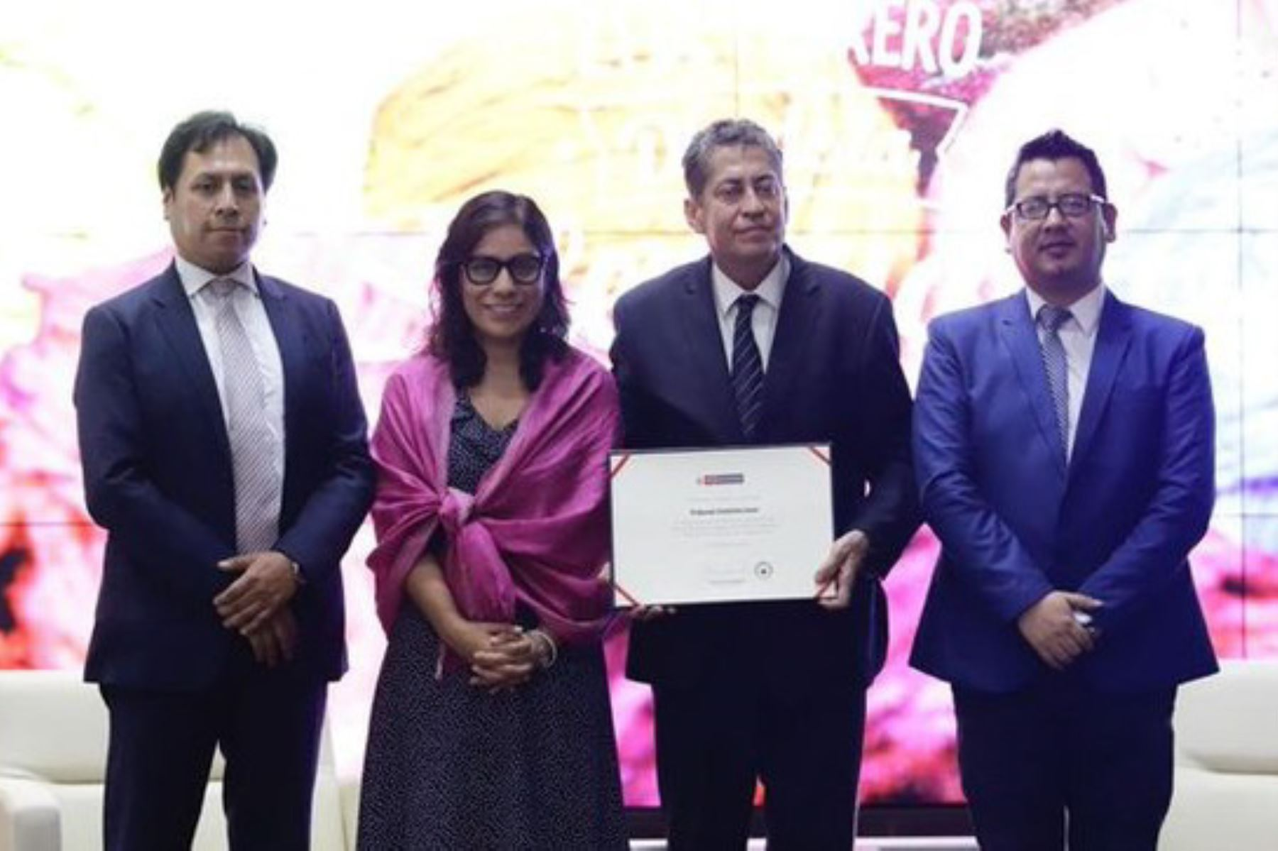 La viceministra de Interculturalidad, Angela Acevedo, encabezó ceremonia de reconocimiento en la sede central del Ministerio de Cultura.