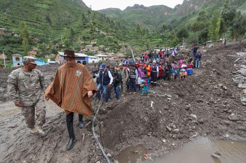 Ministro de Defensa y ministro de Vivienda  inspeccionaron daños ocasionados por caída de huaico en en Ayacucho