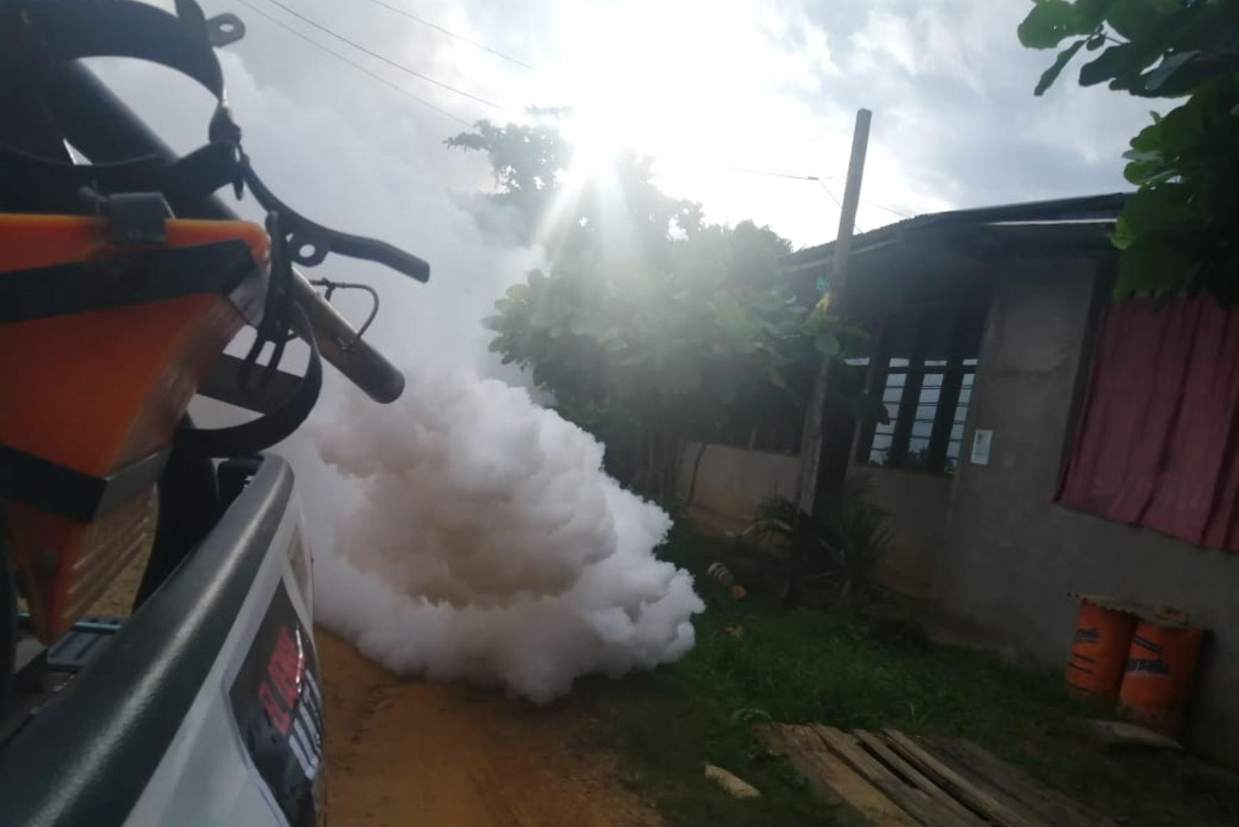 Hoy se inició la fumigación con ayuda de maquinaria pesada en la región Madre de Dios para erradicar el zancudo transmisor del dengue.