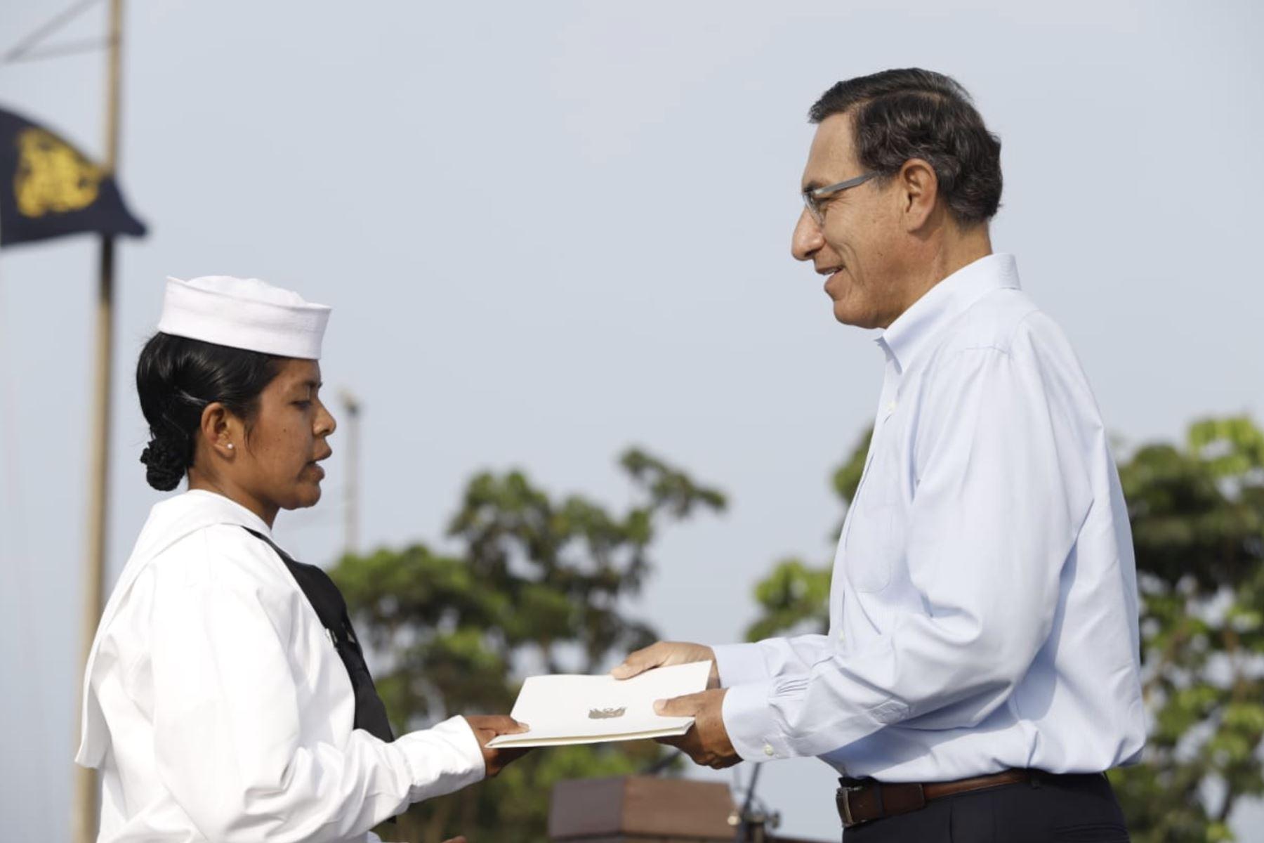 Presidente Vizcarra participa en entrega de certificado laboral para jóvenes del Servicio Militar Voluntario.