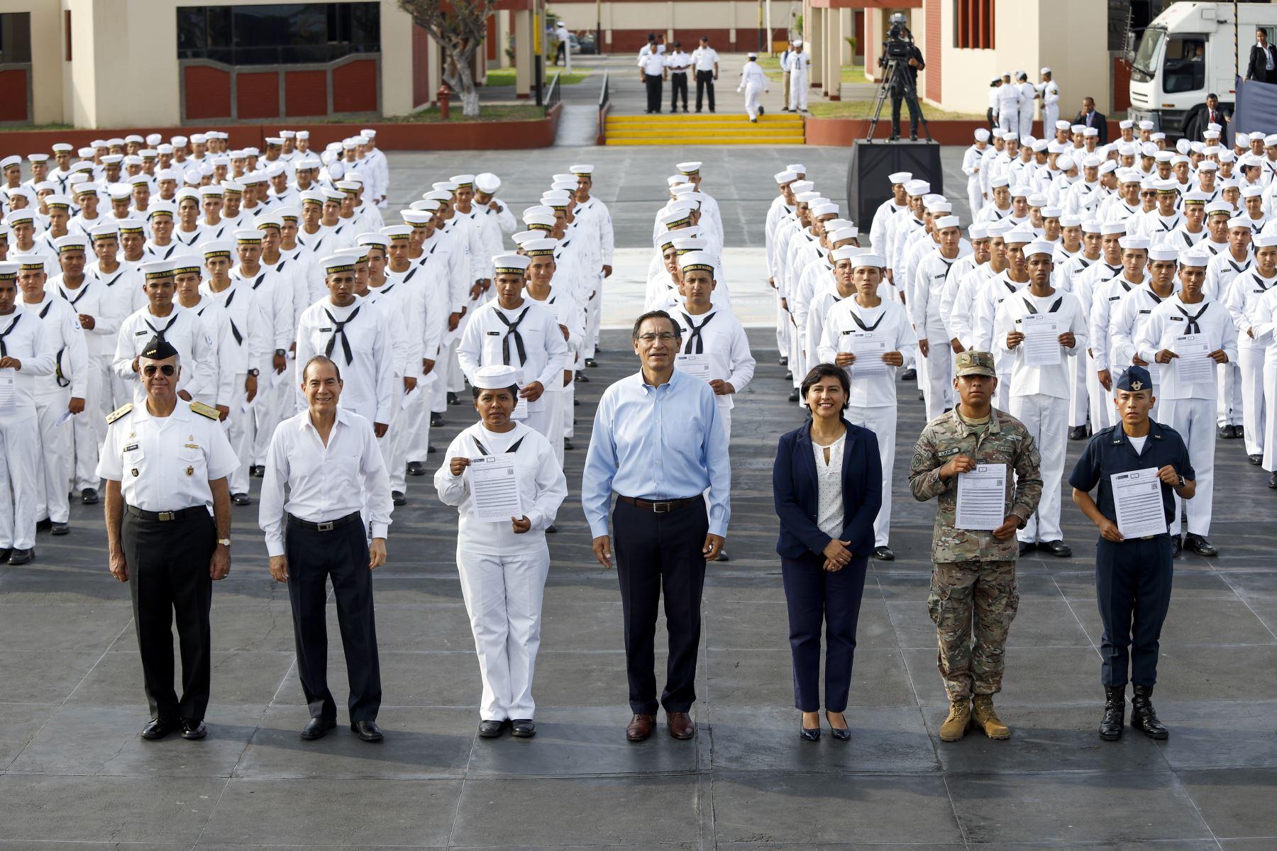 El presidente Martín Vizcarra participó en la clausura y entrega del Certificado Único Laboral para jóvenes, Certijoven, a los miembros del Servicio Militar Voluntario de las Fuerzas Armada. Foto: ANDINA/ Prensa Presidencia
