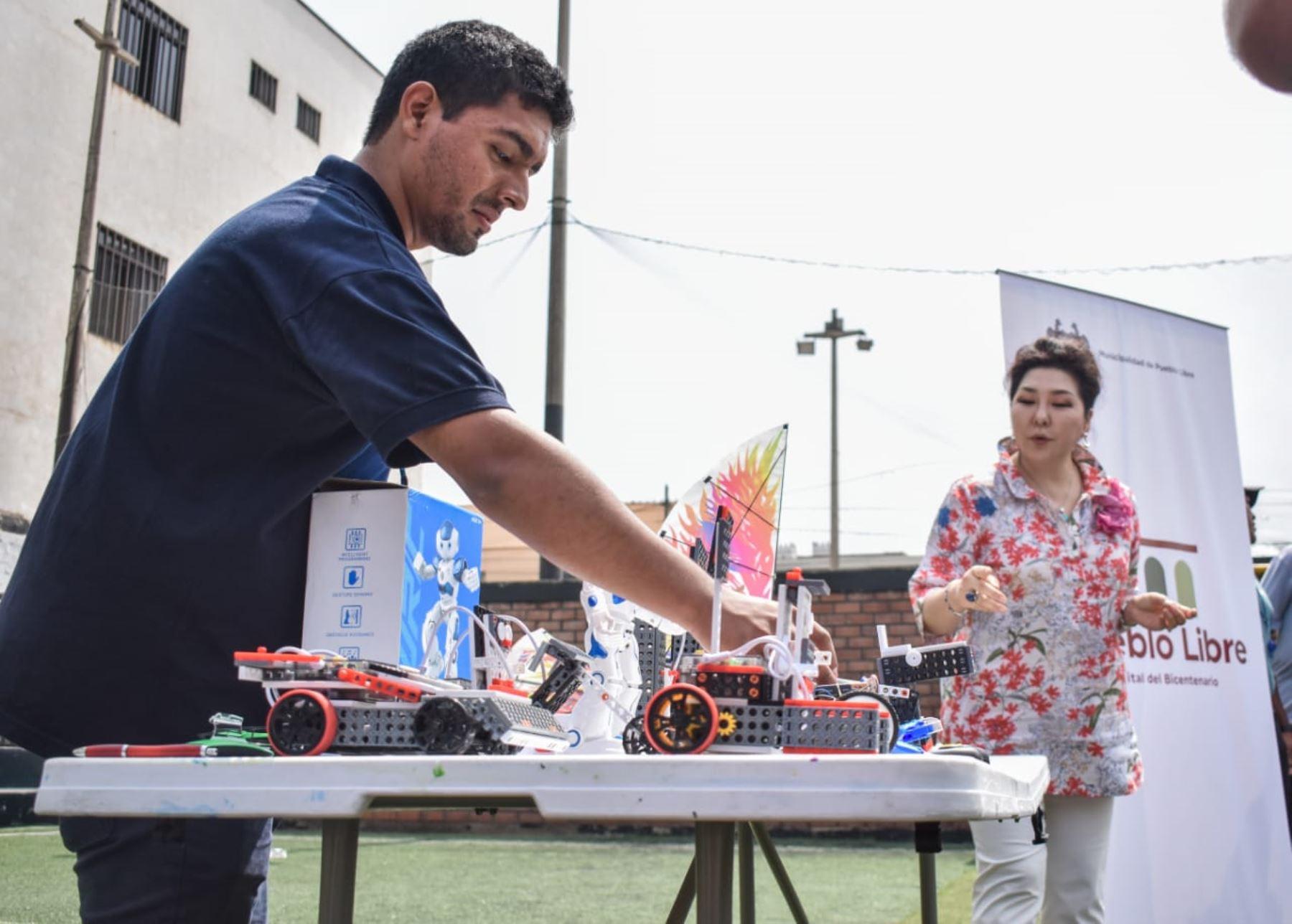 """La Municipalidad de Pueblo Libre realizará este sábado 22 el taller gratuito """"Drones, Robots solares y juguetes científicos en la Capital del Bicentenario""""."""
