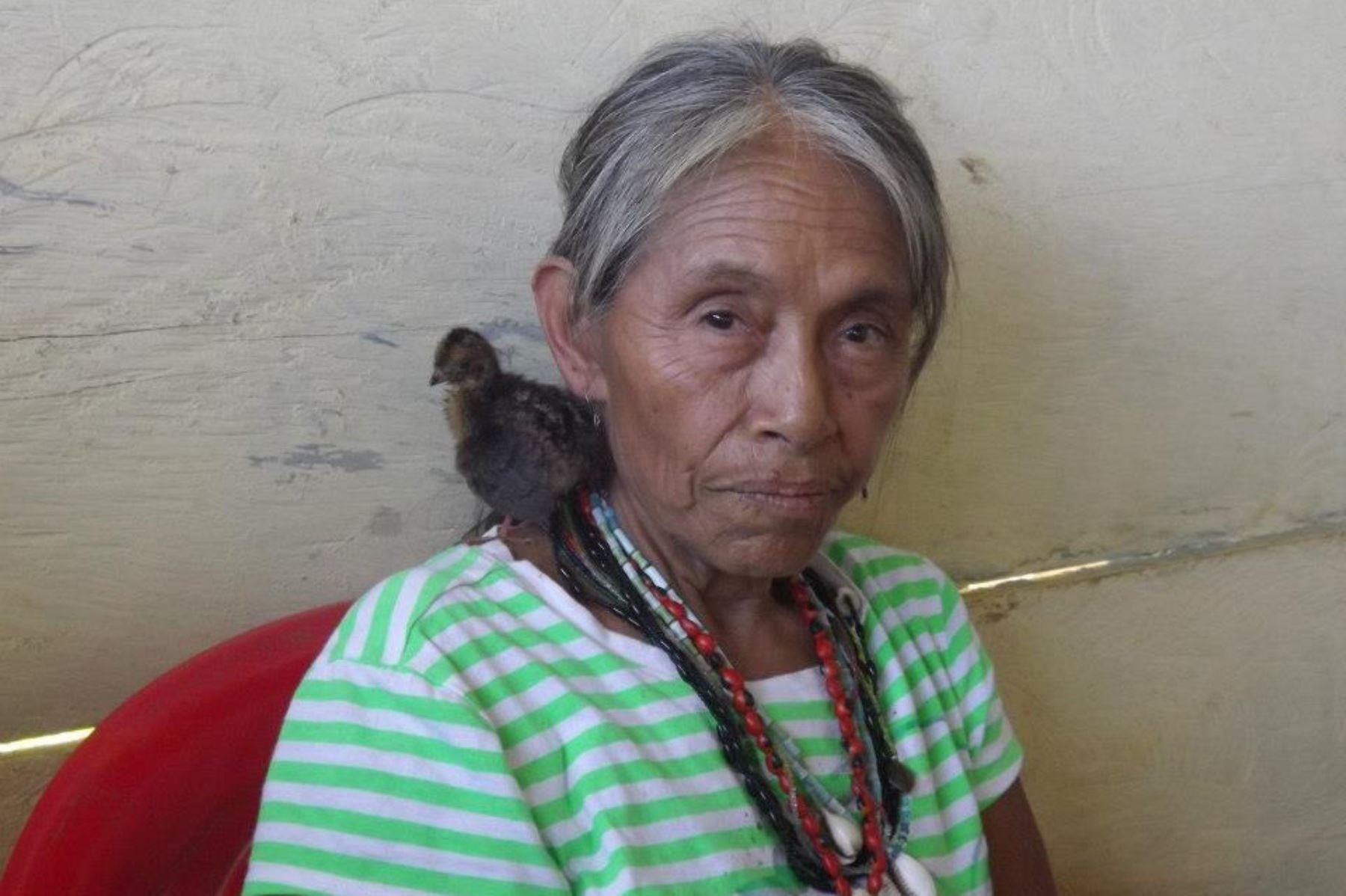 Manuela, integrante de la comunidad amazónica matsigenka que conoce y se expresa en las lenguas harakbut, en su variedad wachiperi, el matsigenka y el castellano.