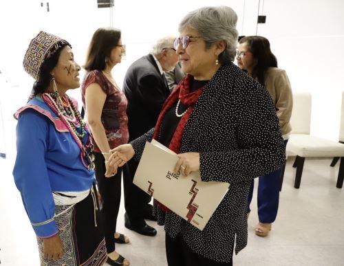 Ministra de Cultura señala que la igualdad lingüística es necesaria para consolidar la ciudadanía.