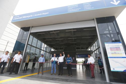 Alcalde de Lima inaugura la nueva estación Andrés Reyes del Metropolitano
